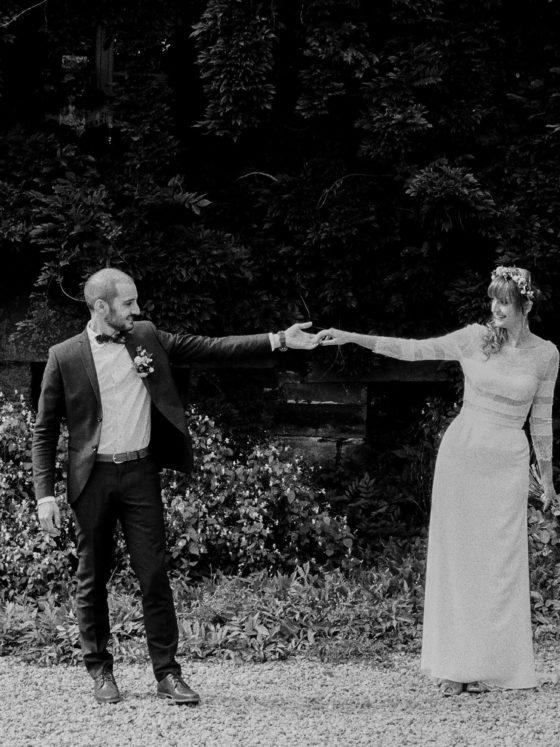 First look mariés Manoir de la Fresnaye argentique noir et blanc