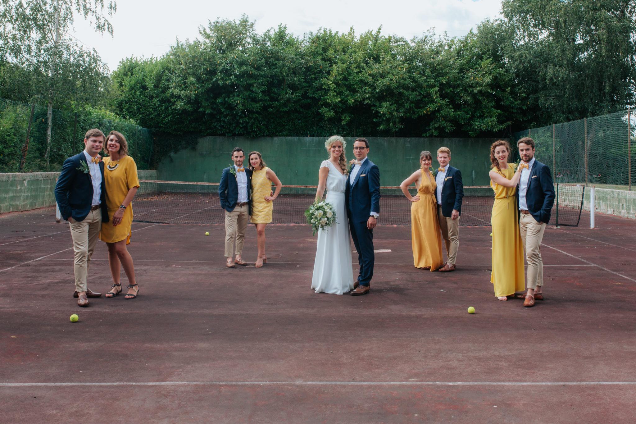 Portrait mariés témoins bridesmaids terrain tennis La ferté Macé