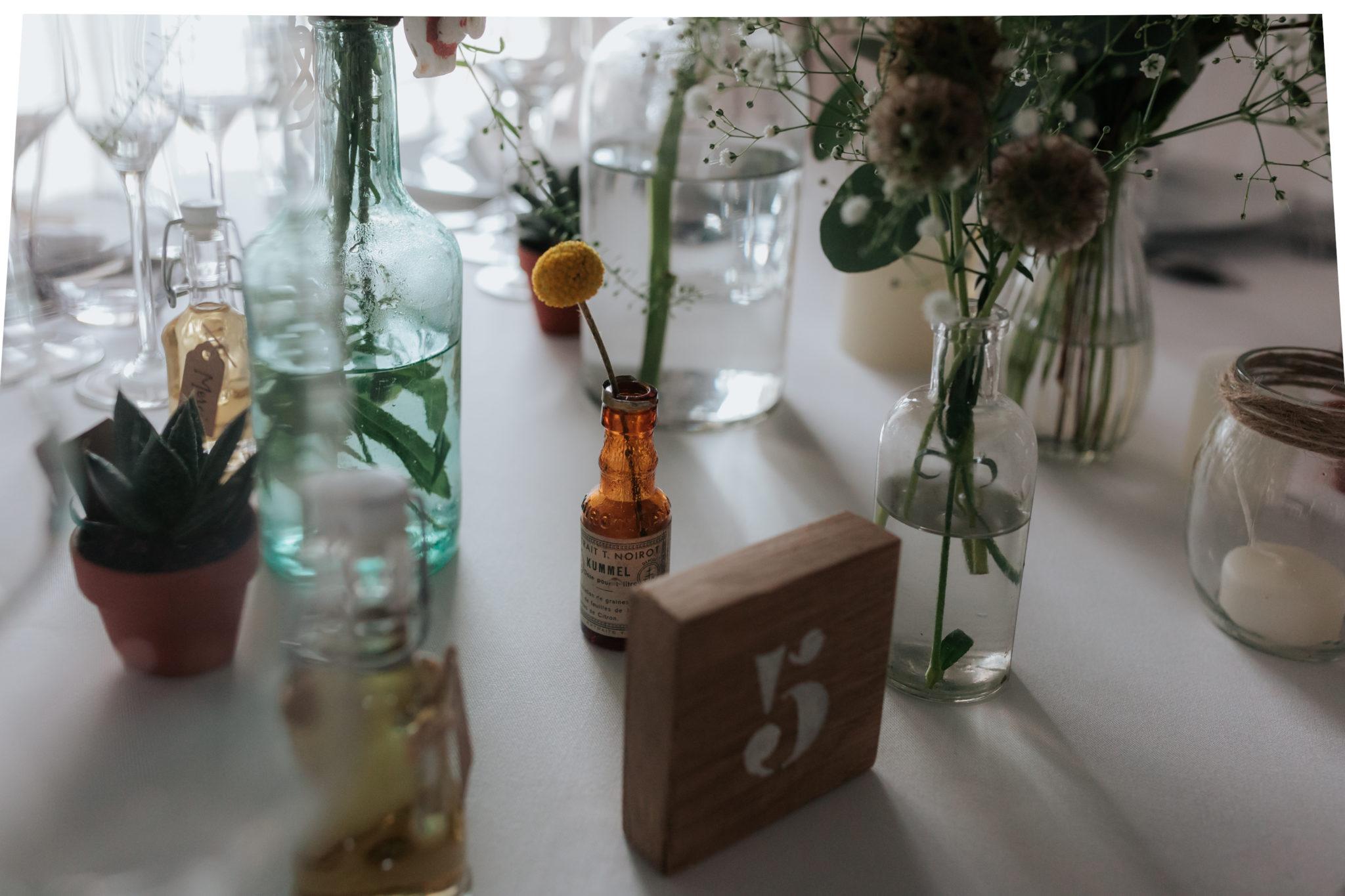 Décoration tables fleurs flacon kinfolk botanique Domaine Laumondiere Bagnoles de l'Orne