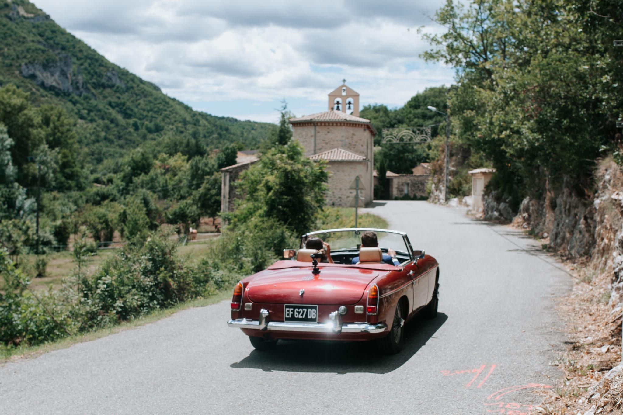 Départ des mariés Cérémonie civile mairie Drome Provencale Saint-Ferréol-Trente-Pas