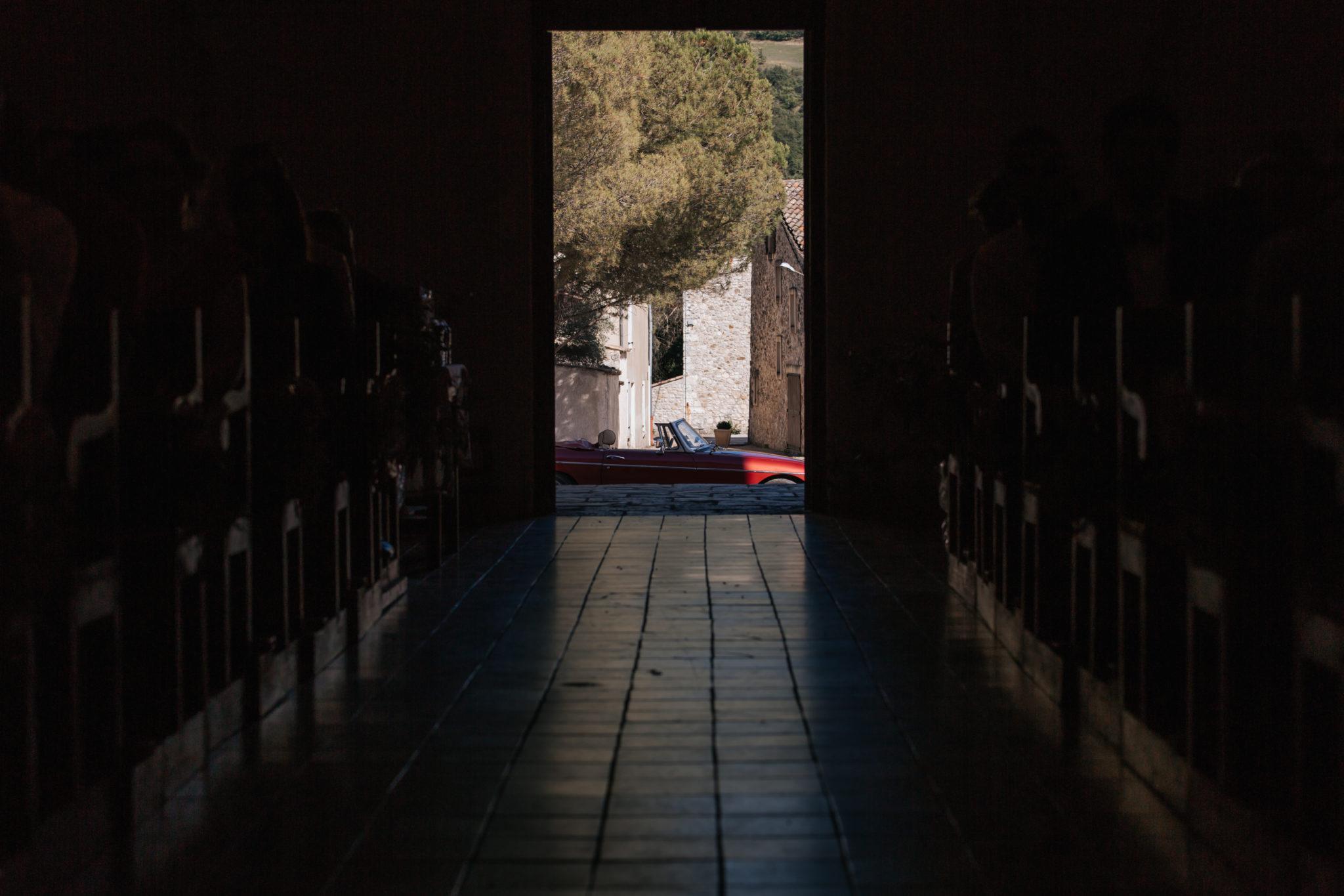 Eglise Condorcet voiture MG cérémonie religieuse Drome Provencale