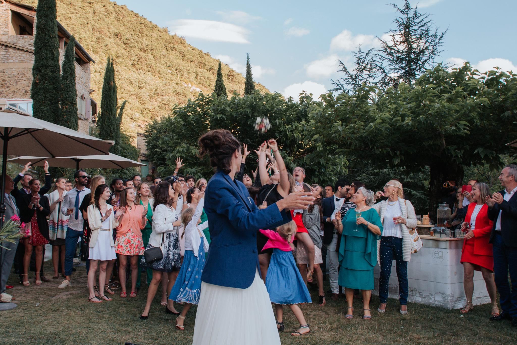 Lancer bouquet Hameau de Valouse Drôme provençale