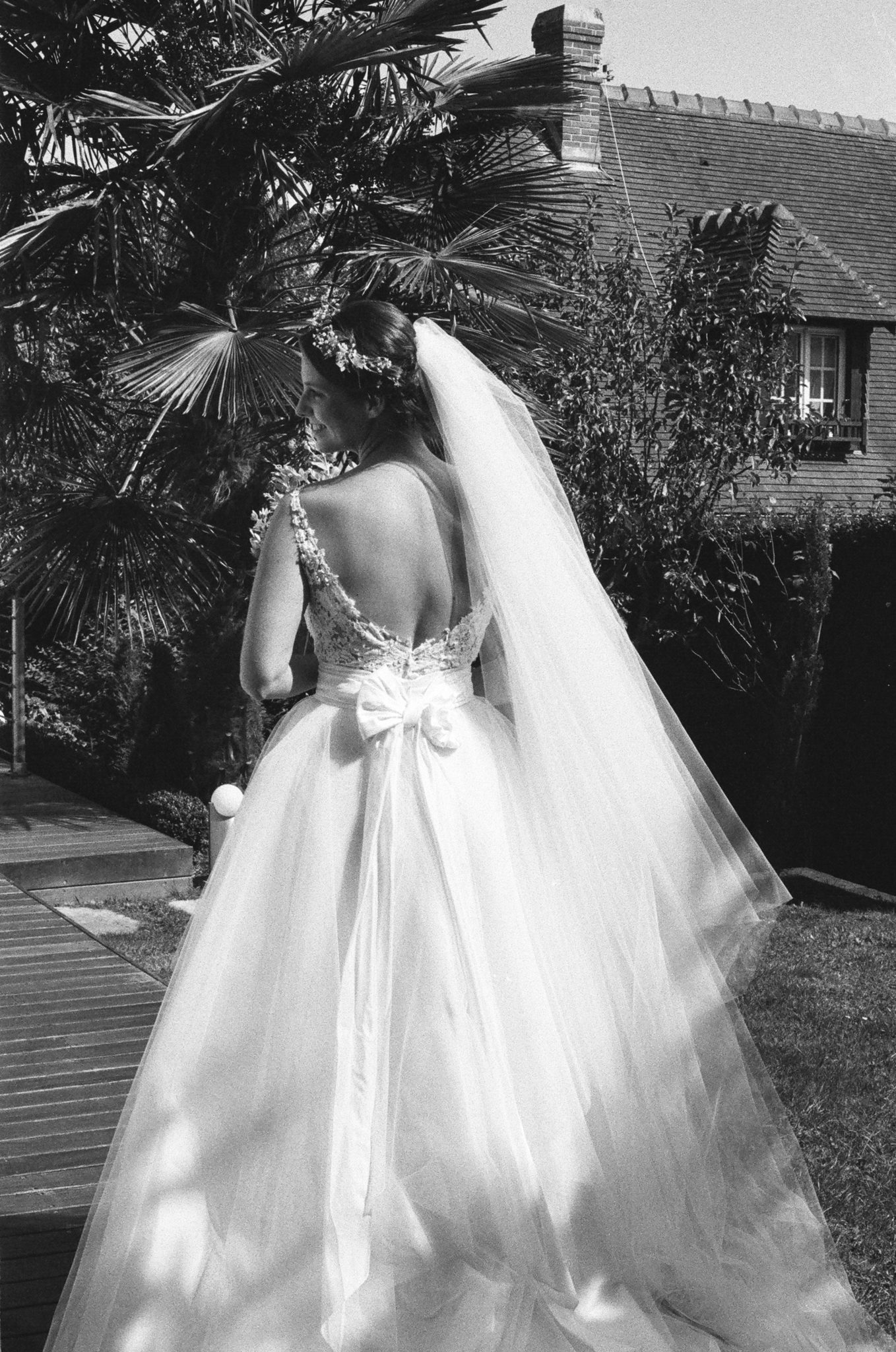 Portrait mariée robe David Purves palmiers Deauville