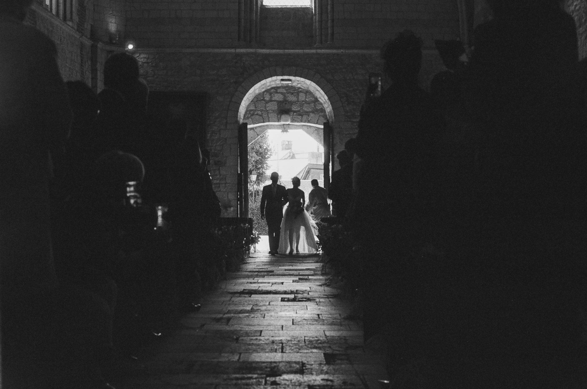 Entrée mariée et son père église Touques
