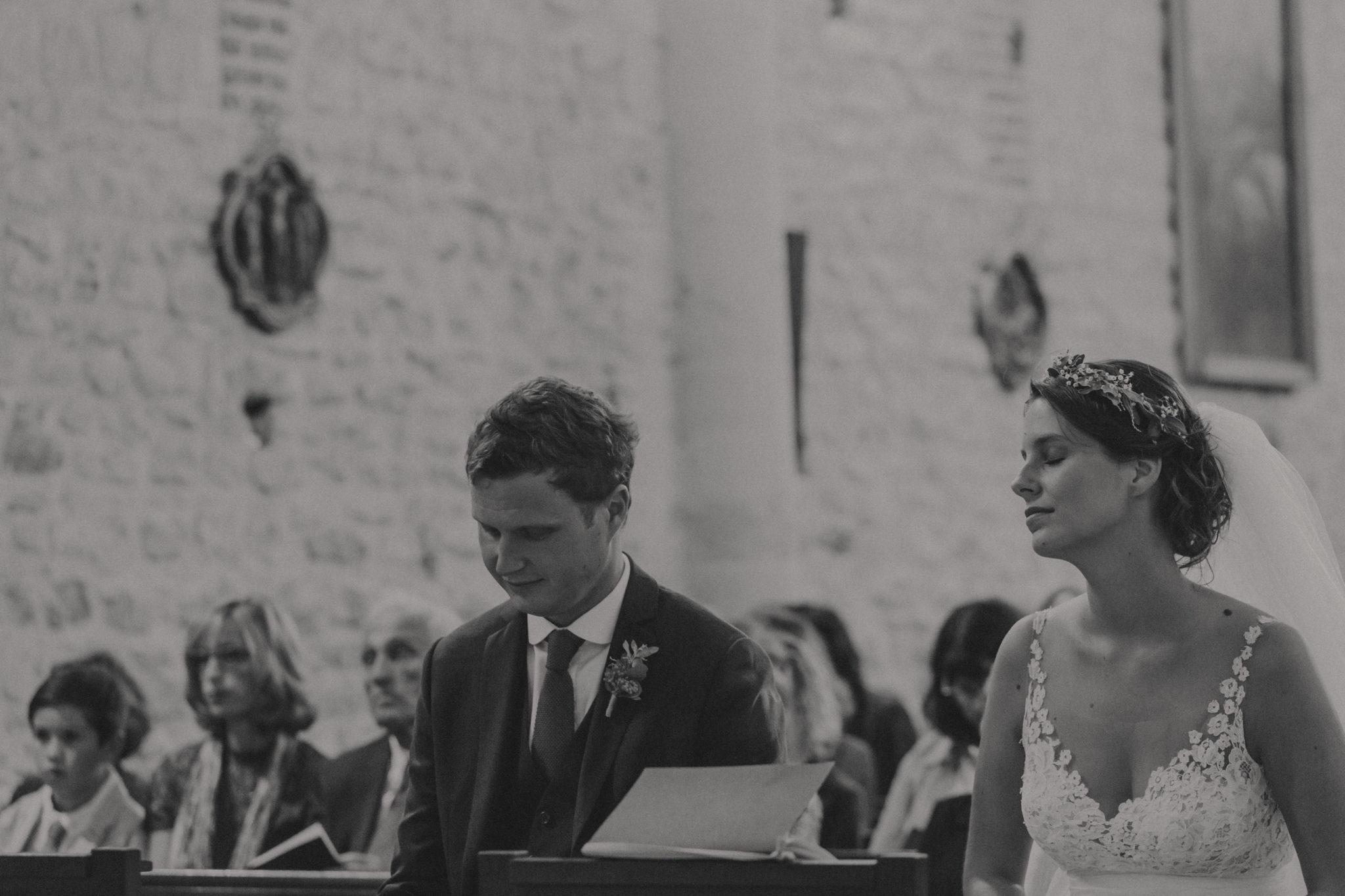 Portraits mariés cérémonie religieuse église Touques