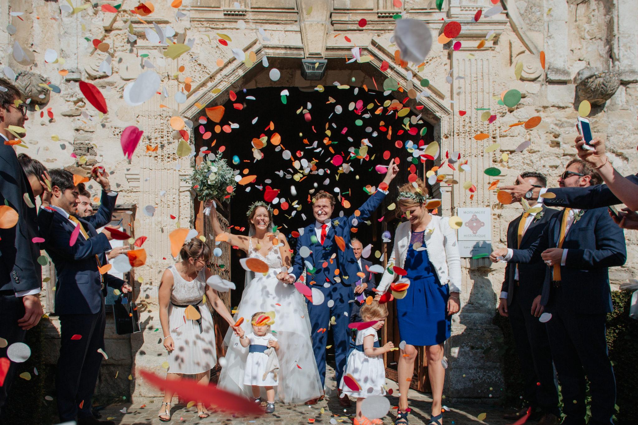 Sortie des mariés confettis église Touques