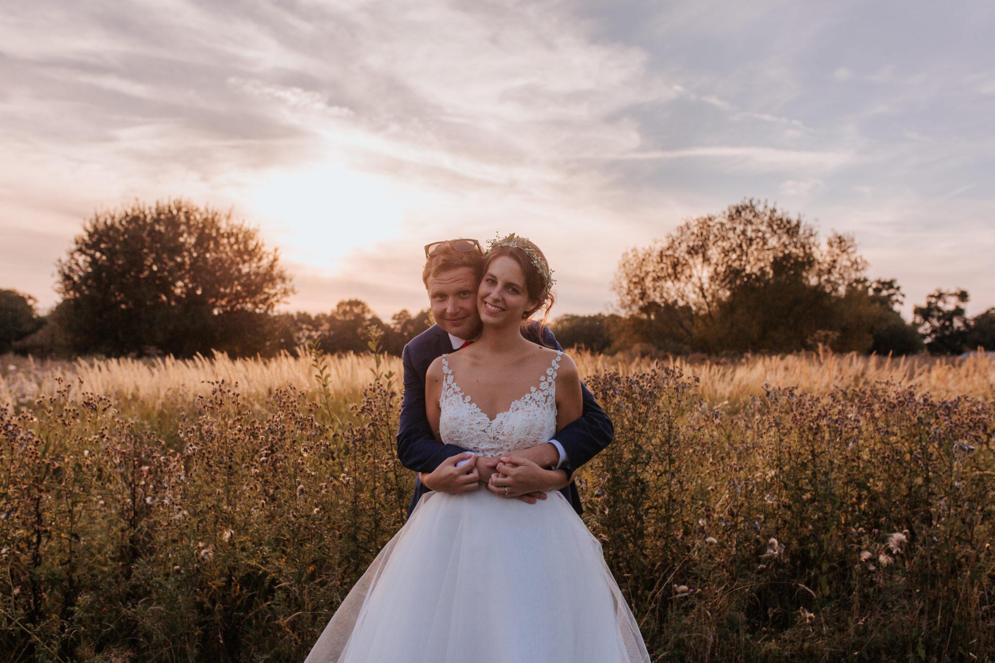 Séance couple mariés Pressoir Tourgéville golden hour
