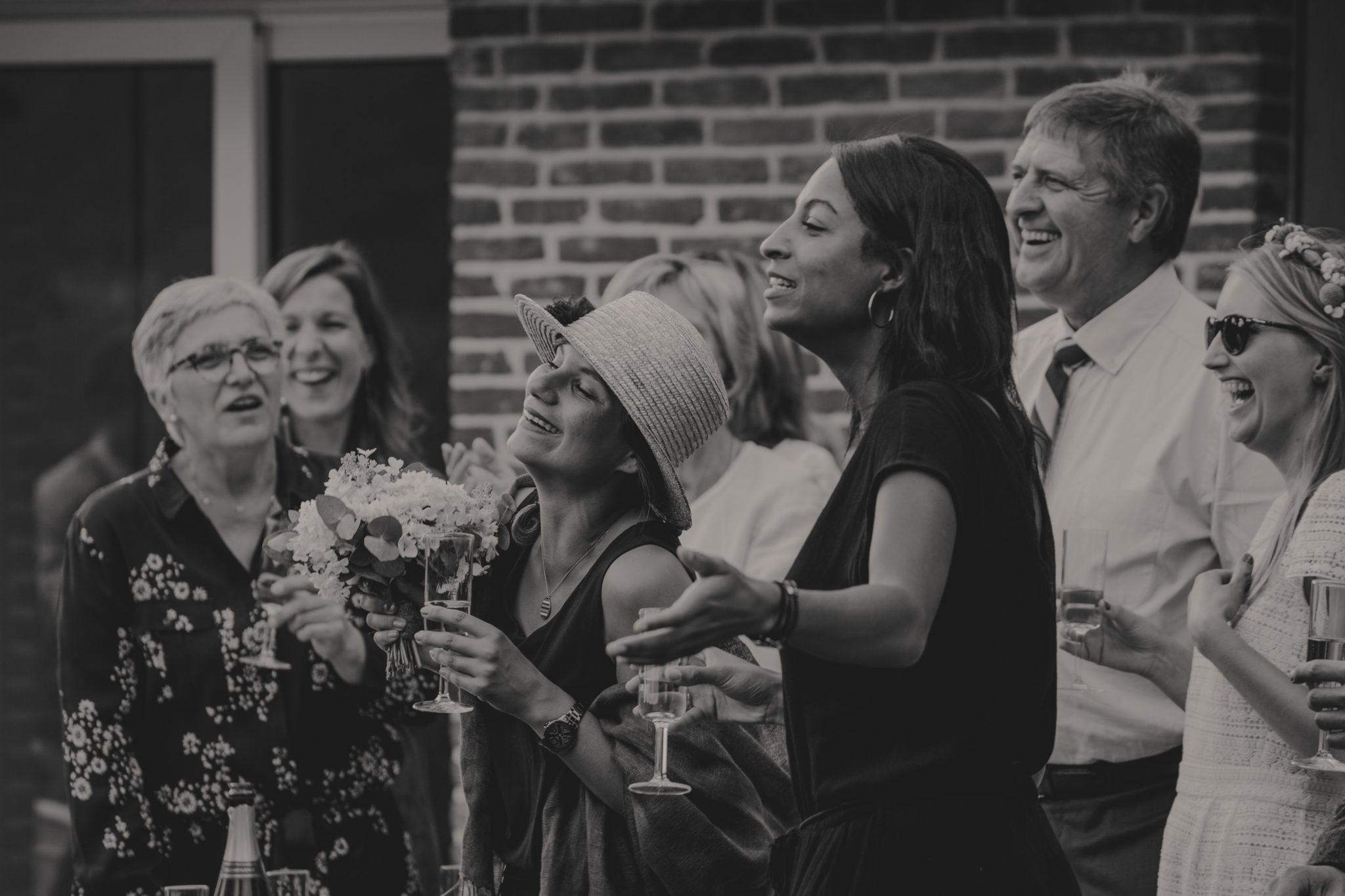 Invités cocktail mariage civil intime petit comité