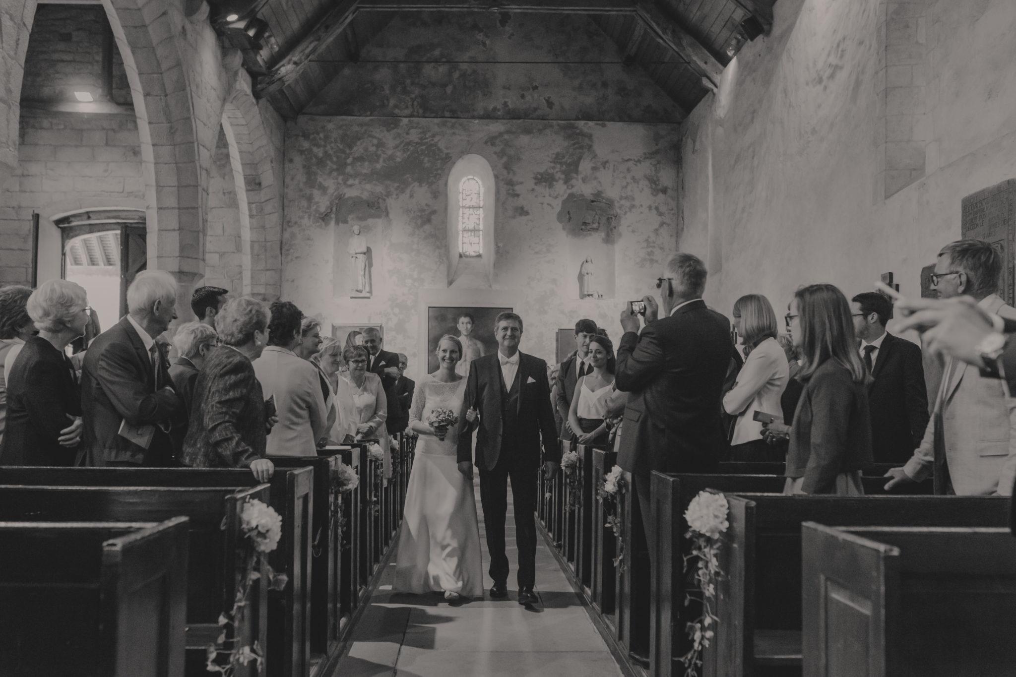 Entrée marié et son père église Saint Valéry Varengeville sur Mer
