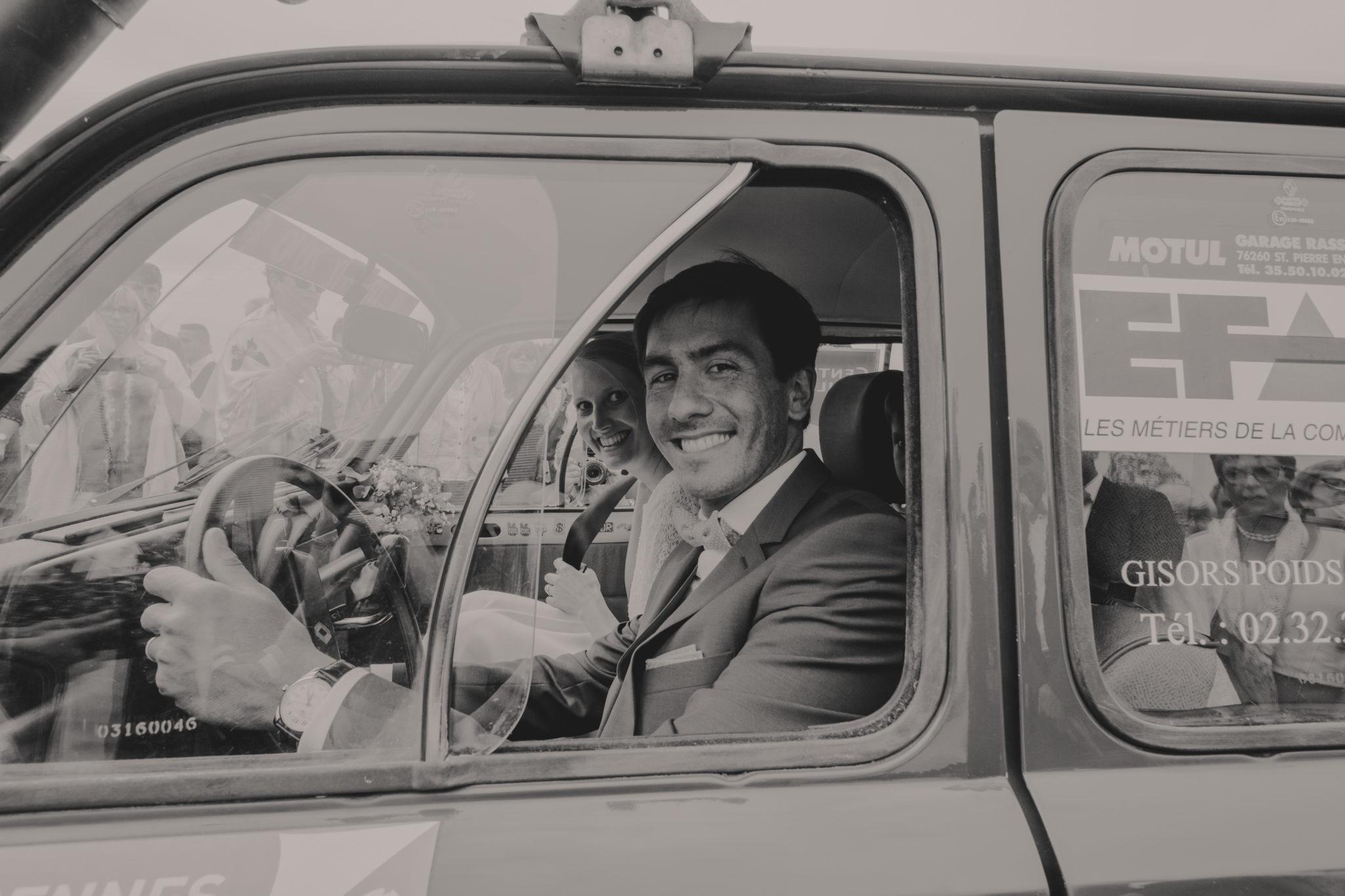 Départ des mariés Renault 4l Varengeville sur Mer