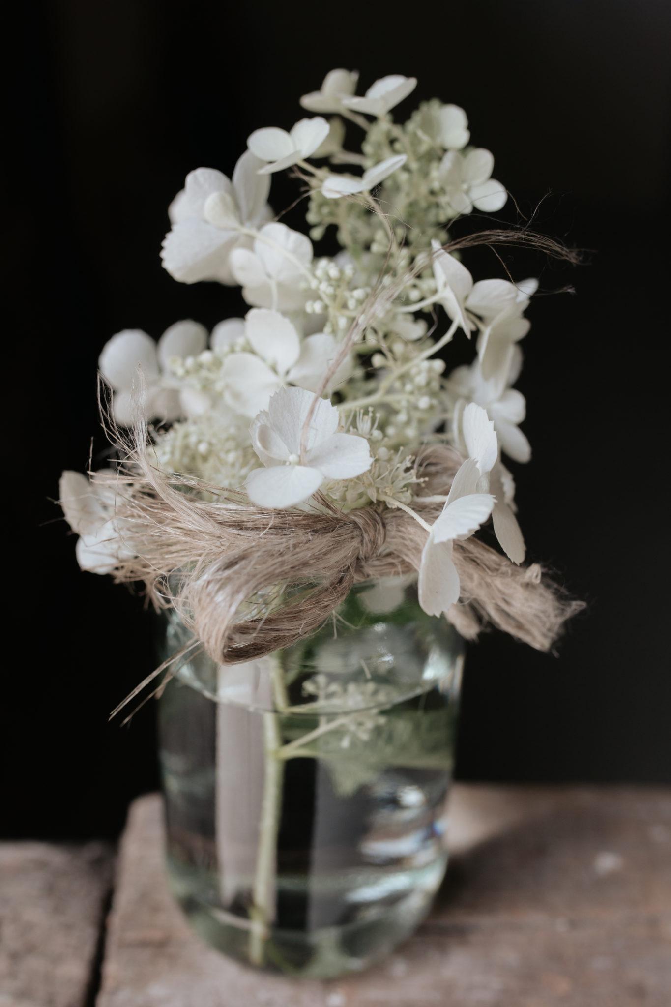 Bouquet centre de table fleurs blanches Manoir Ango Varengeville sur Mer