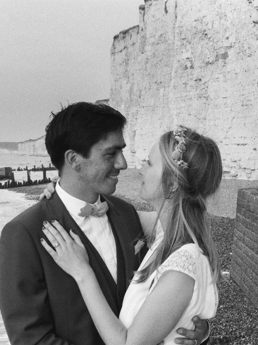 Portrait mariés falaise craie St Aubin sur Mer Normandie