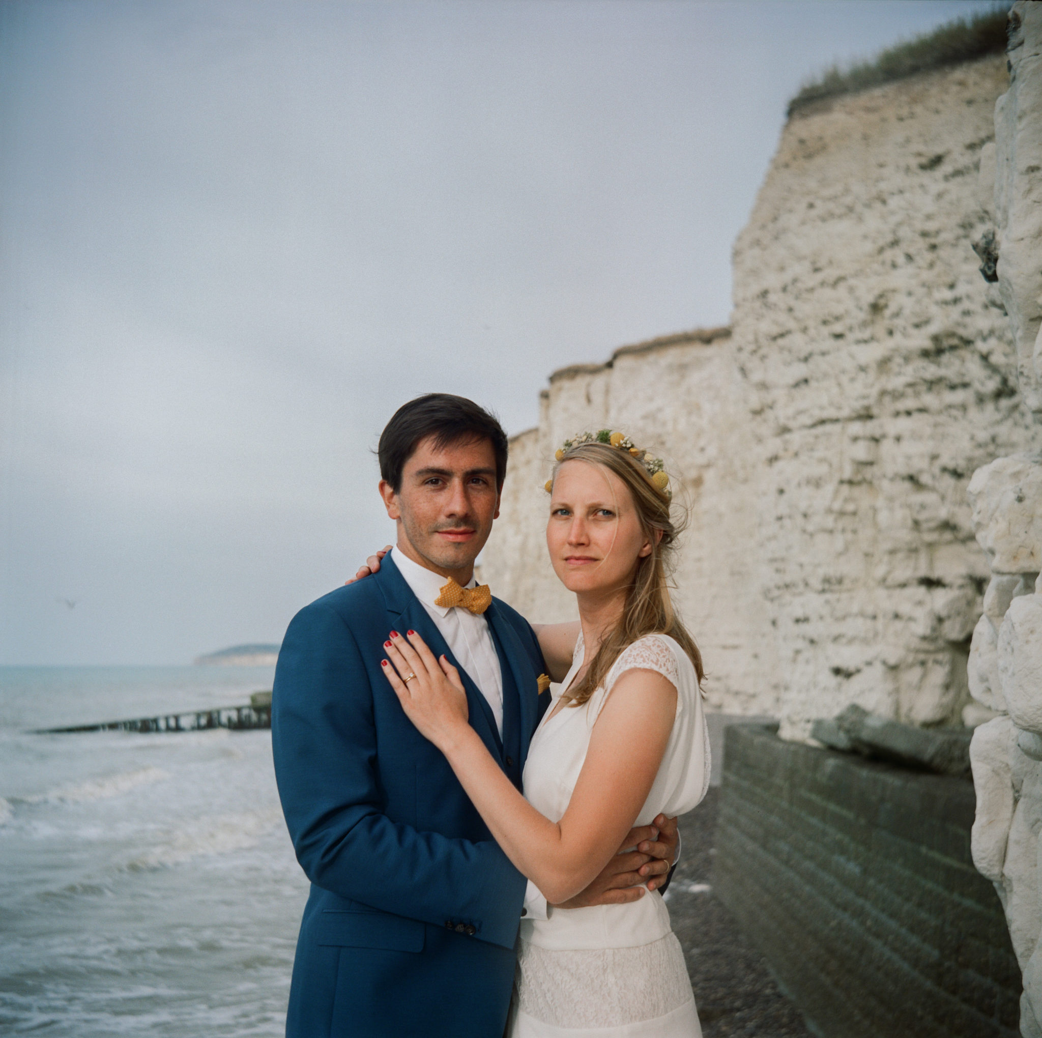 Portrait mariés plage falaise craie St Aubin sur Mer Normandie