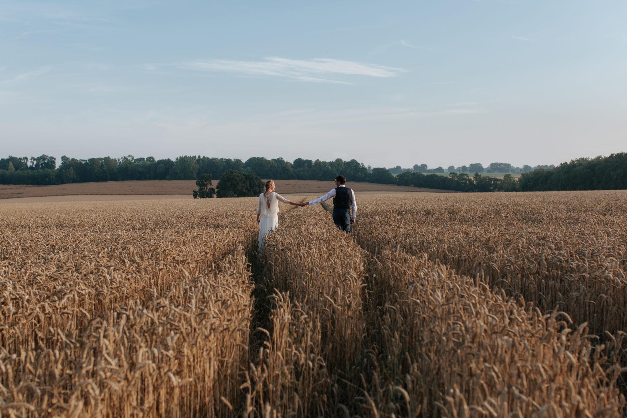 Portrait mariés champ blé ferme Totes Normandie