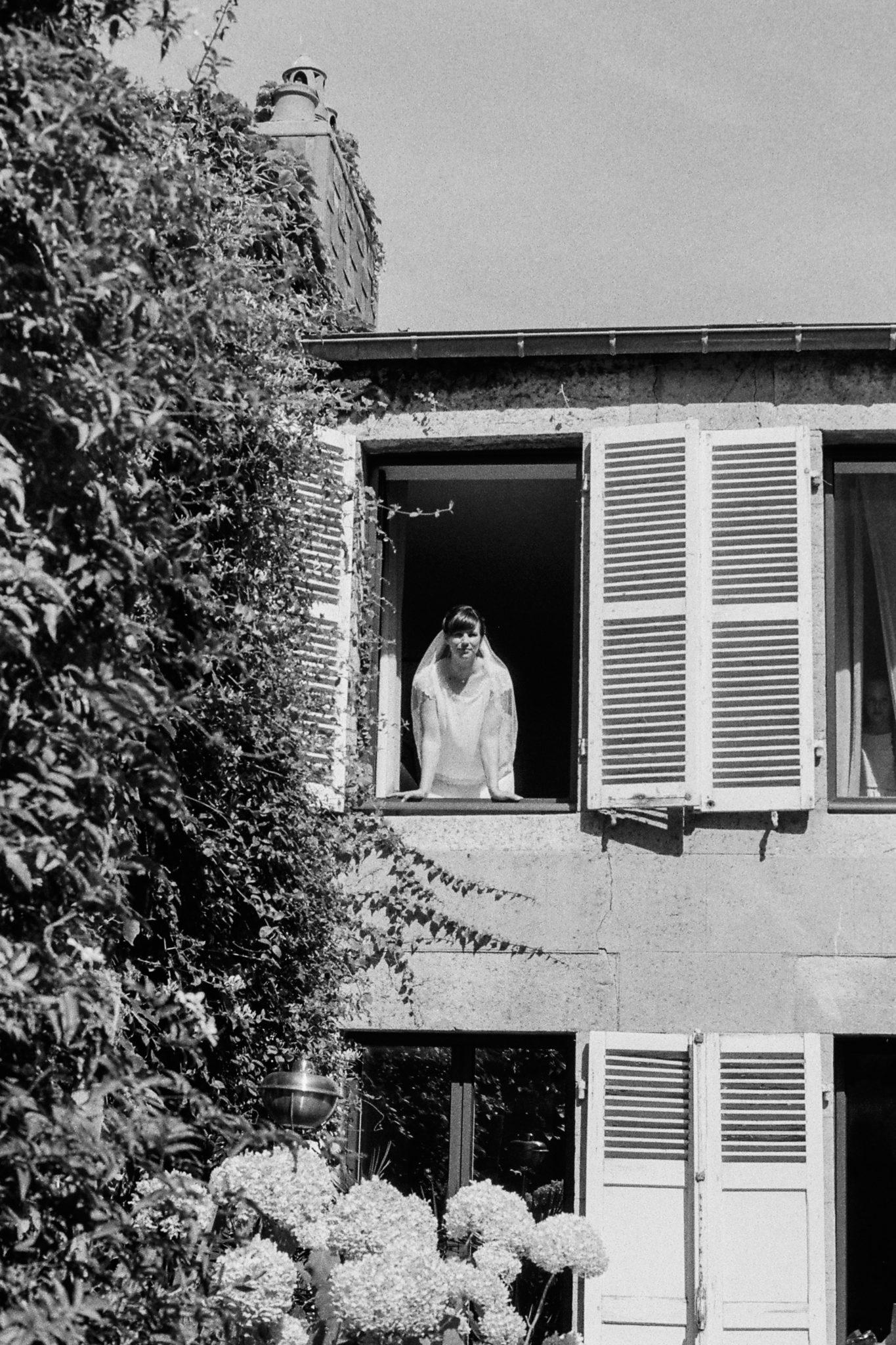 Portrait mariée fenêtre Granville