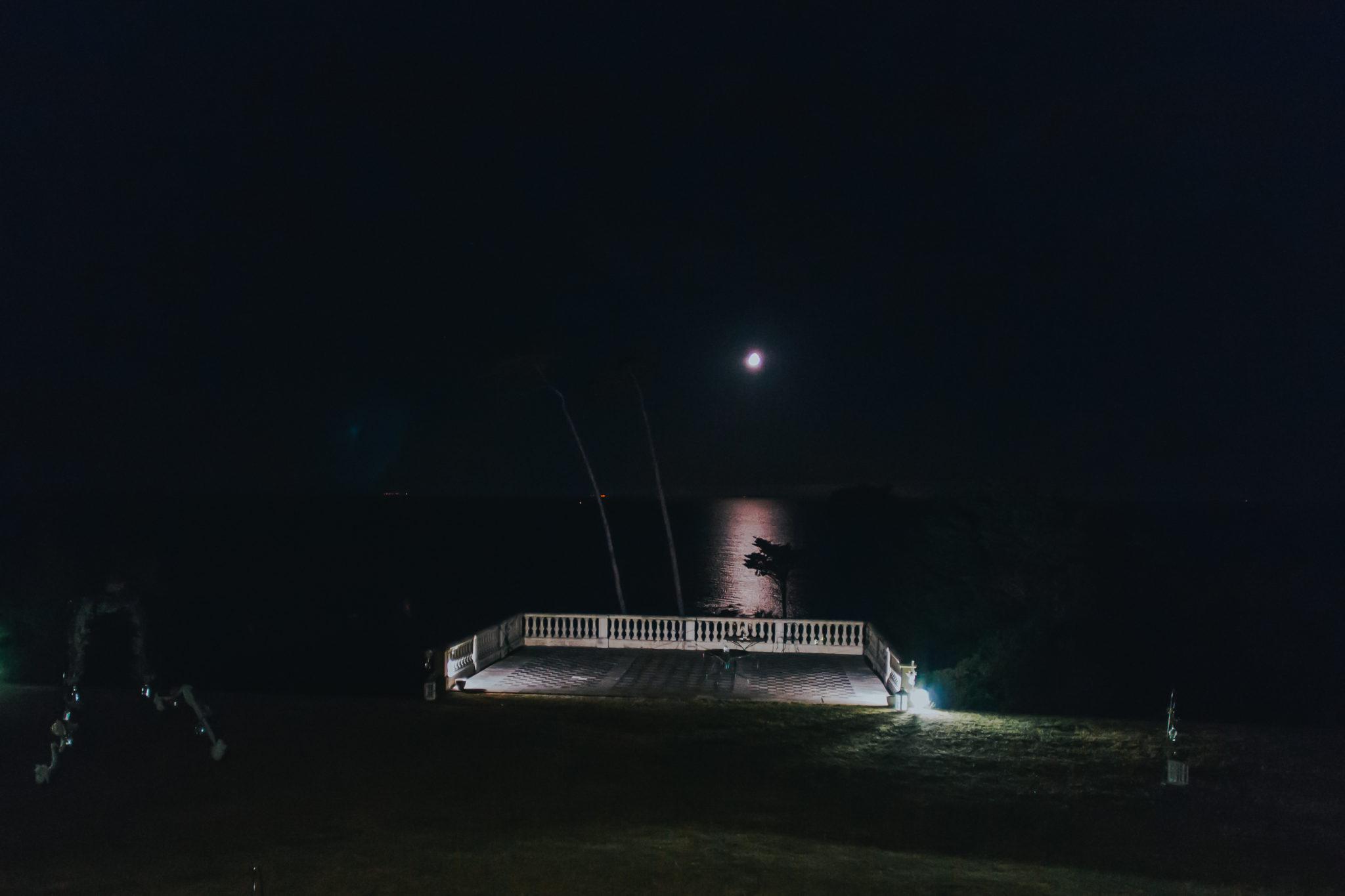 Vue nuit clair de lune Granville Château de la Crête