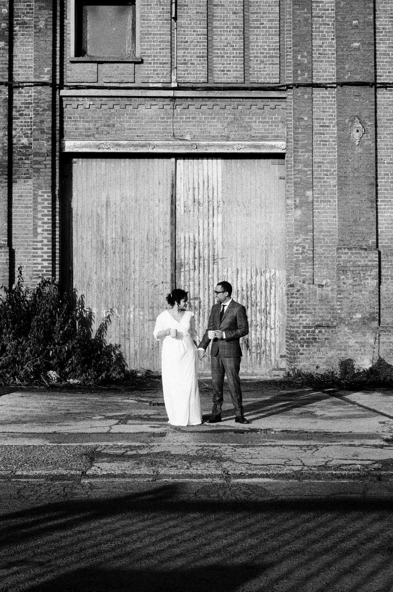 Portrait mariés mariage hiver usine brique industrel Picardie Amiens Château de Naours