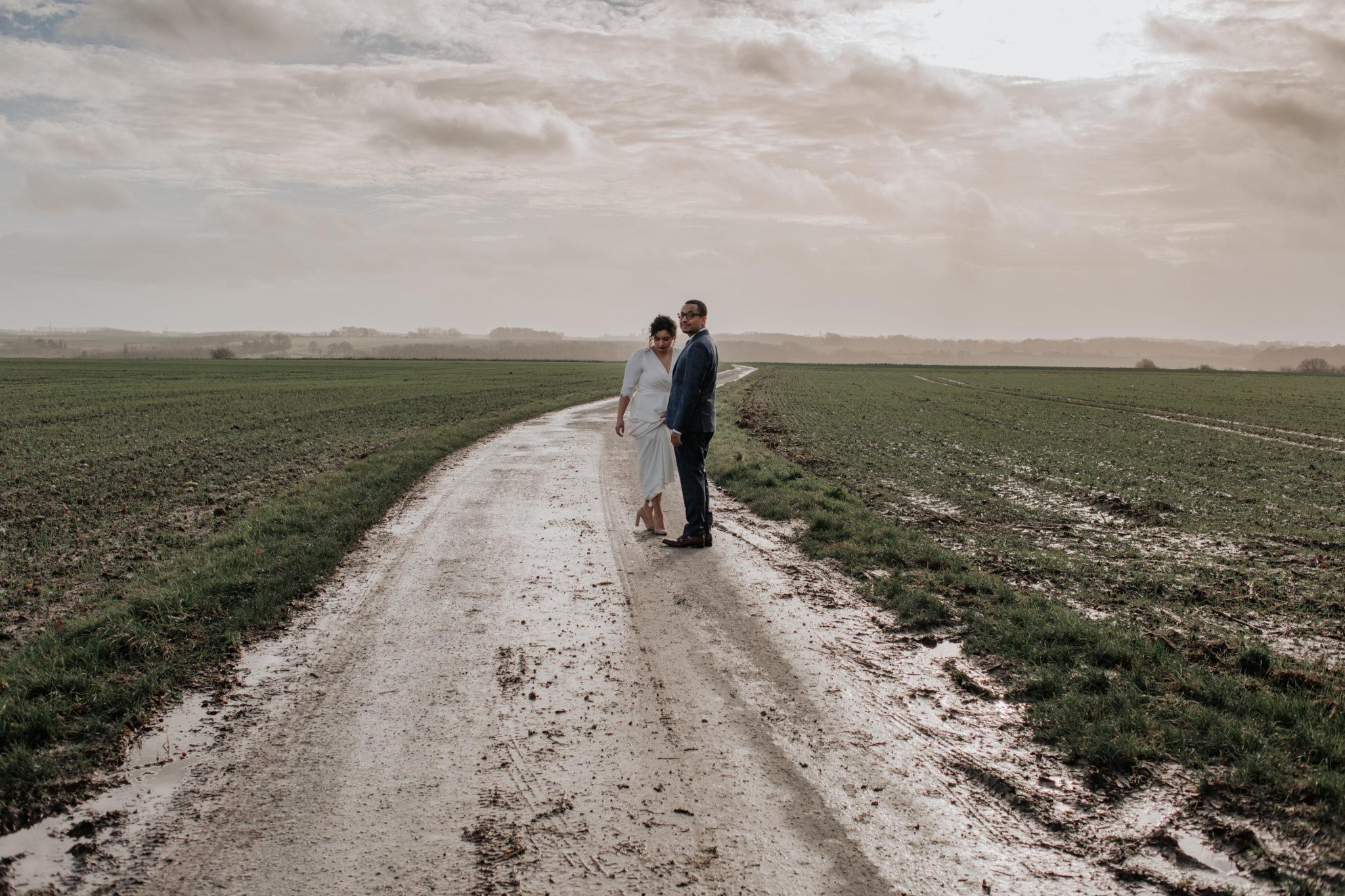 Portrait mariés mariage hiver champs Picardie Amiens Château de Naours