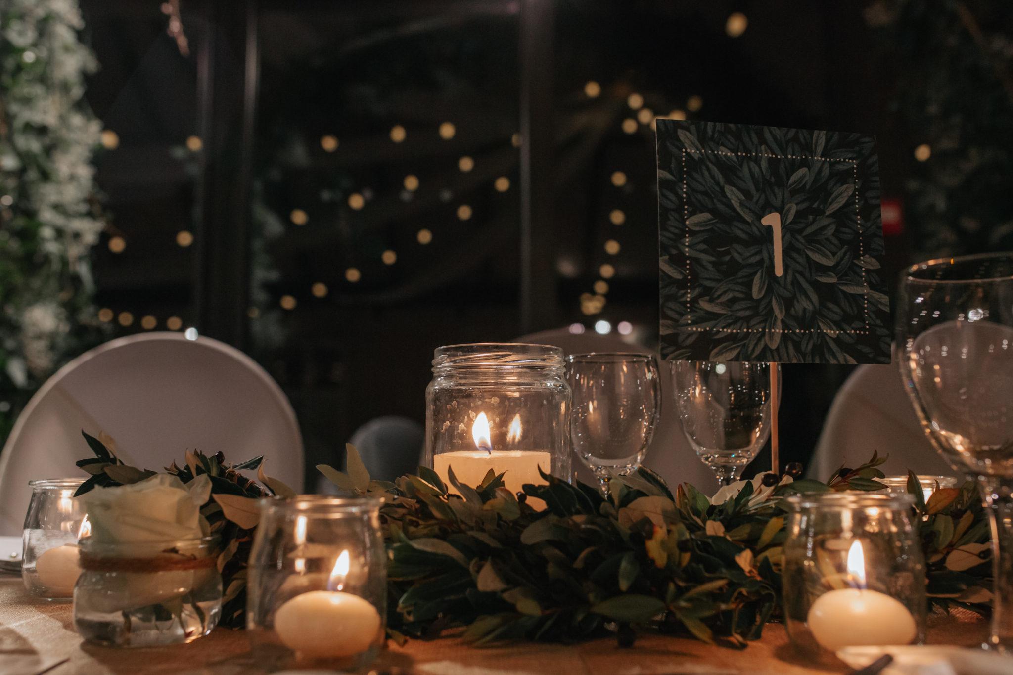 Décoration table dîner toile jute kraft végétal eucalyptus Château de Naours mariage hiver Picardie Amiens