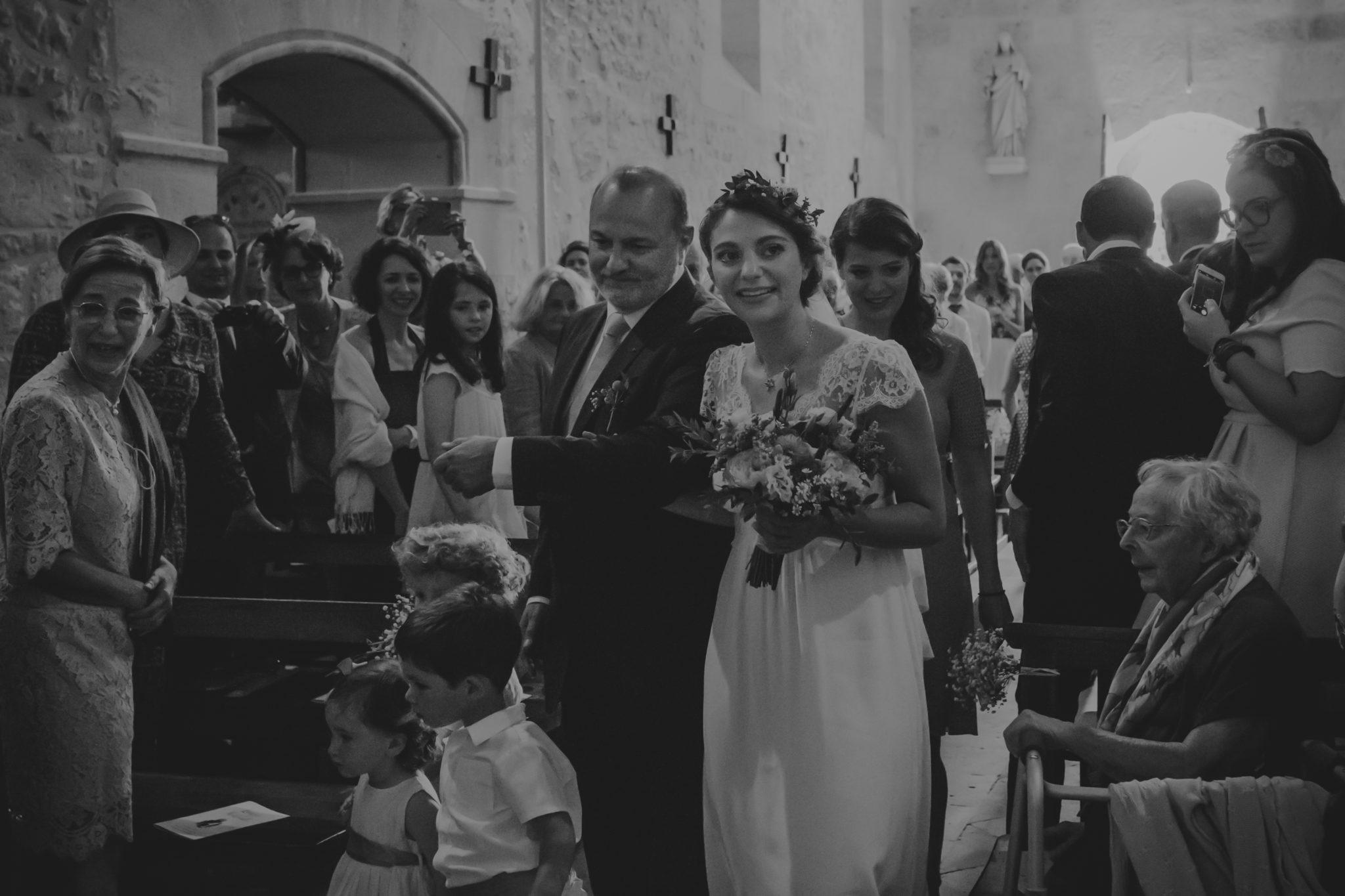 Entrée église mariée et son père Pessac sur Dordogne