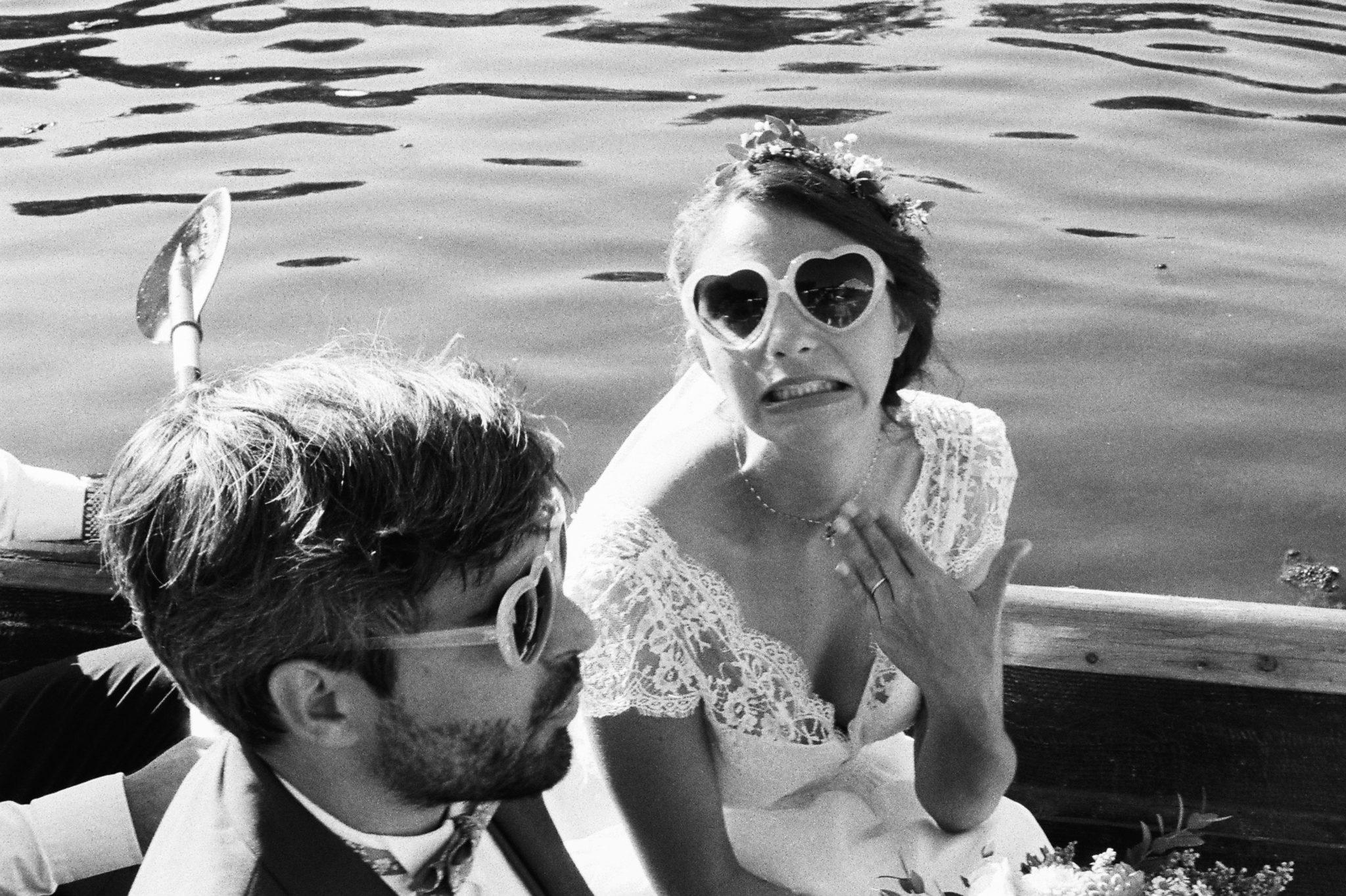 Départ des mariés en barque Pessac sur Dordogne