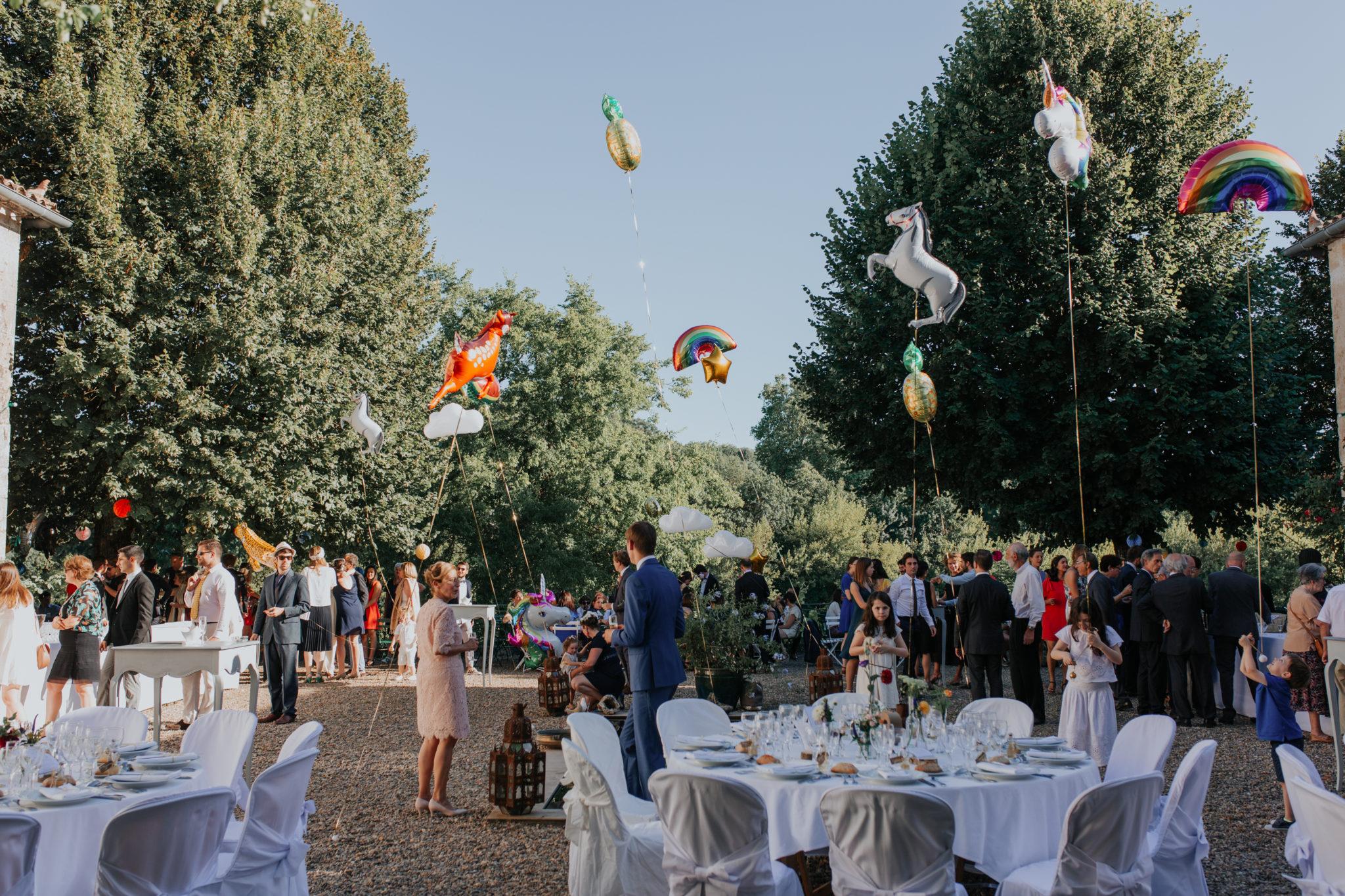 Cocktail terasse ballons helium Chateau de Pirey Dordogne