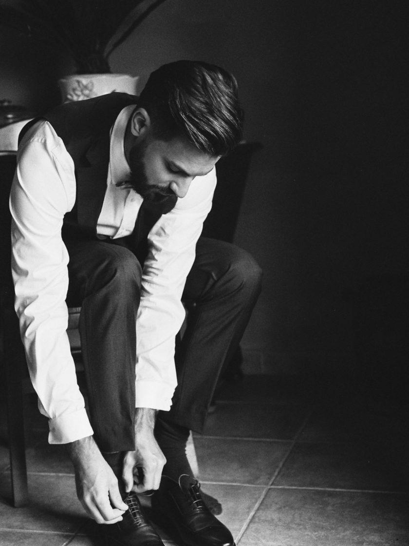 Marié préparatifs chaussures mariage Lyon Beaujolais