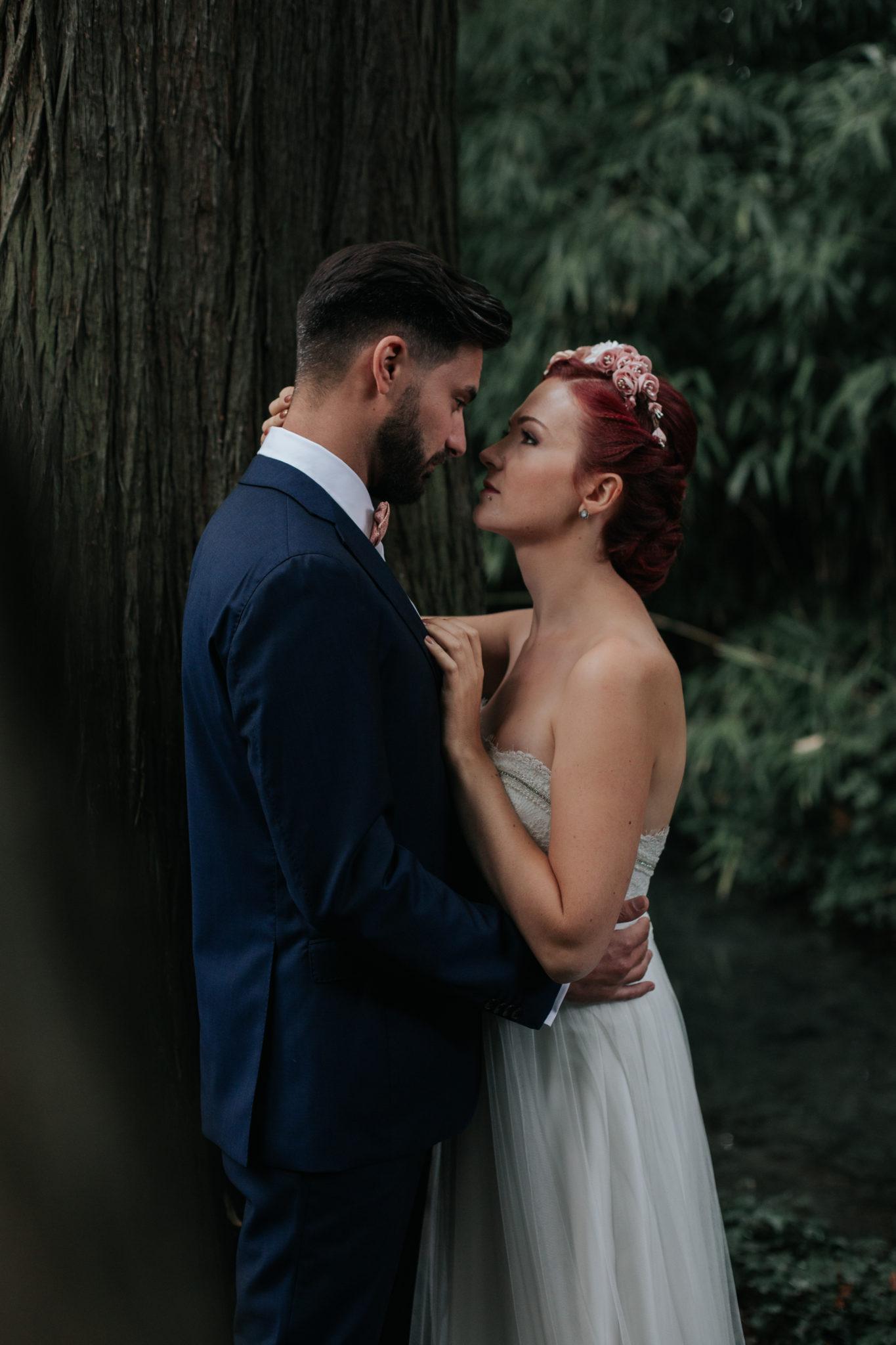 Portrait mariés Lyon parc Tête d'or bois
