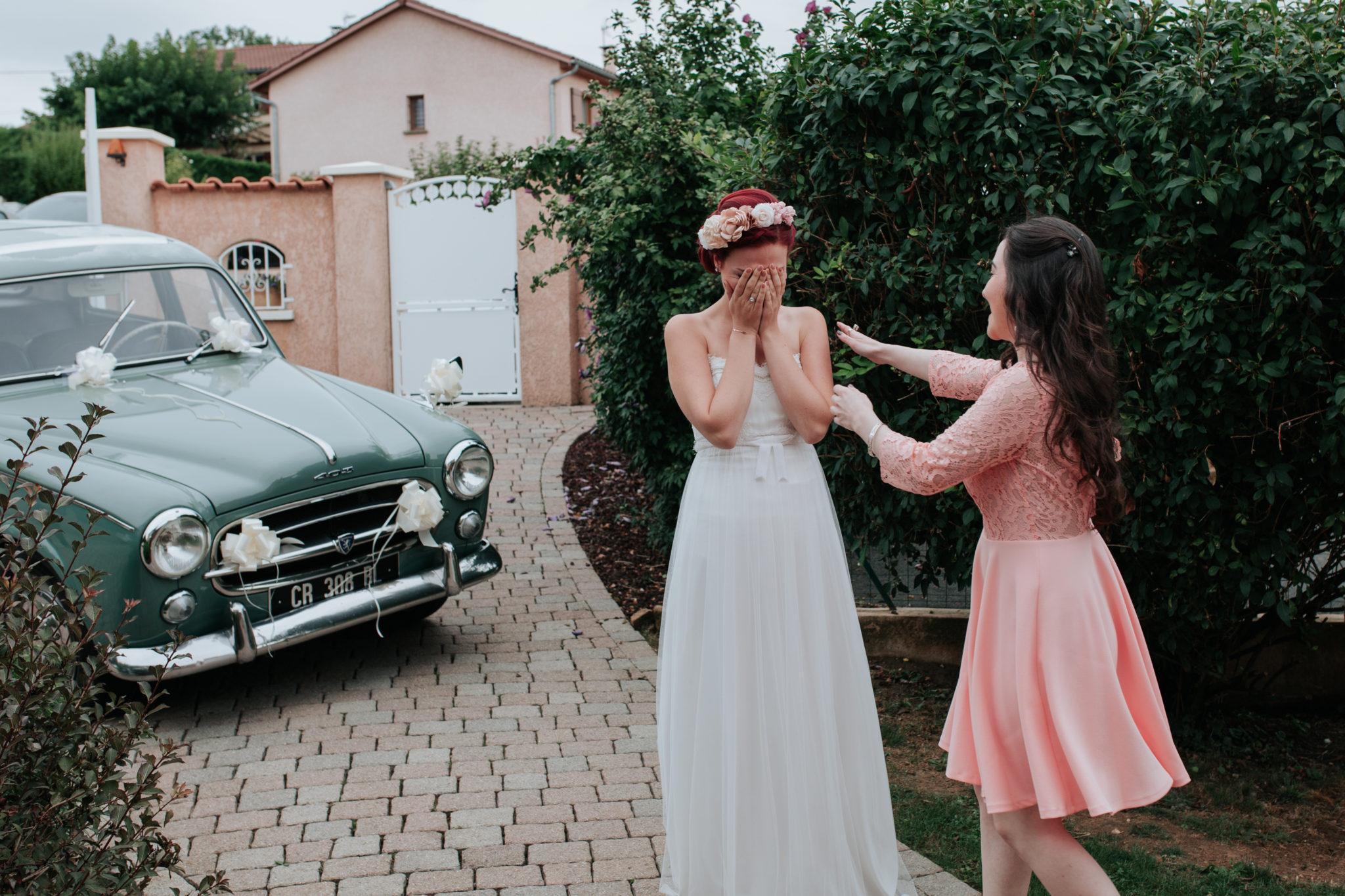 Surprise mariée Beaujolais peugeot 403 vintage vert