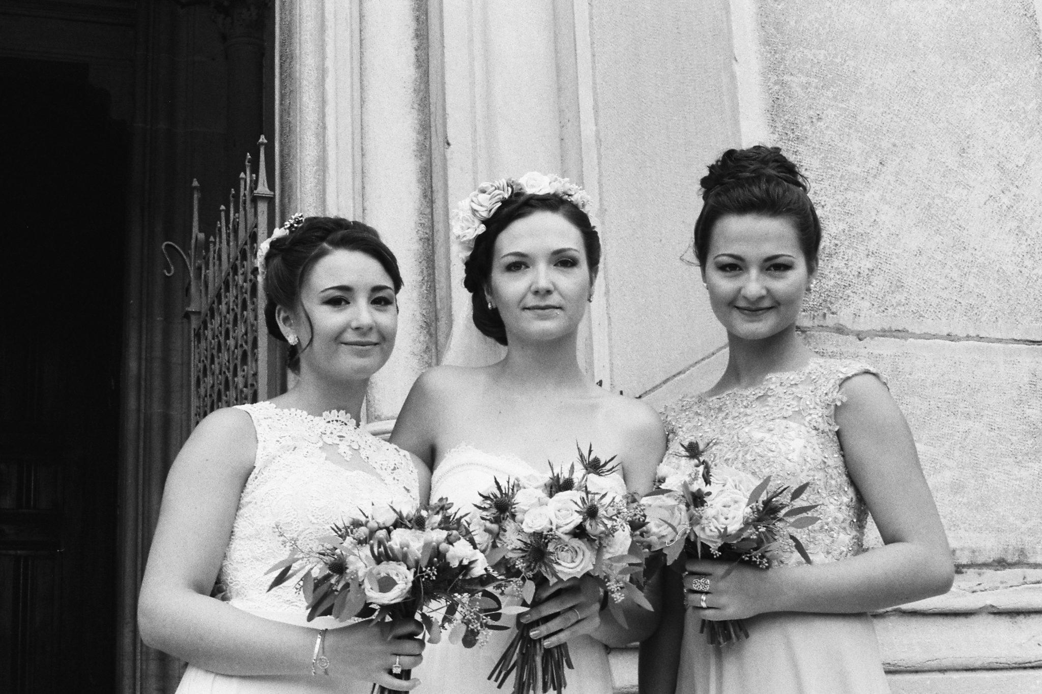 Mariée et témoins bridesmaids église Fontaine-sur-Saône Lyon Beaujolais