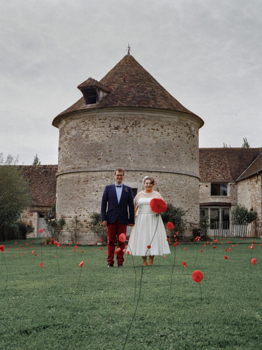 Portrait mariés coquelicots papier colombier Mariage 50s Domaine Mauvoisin Lommoye