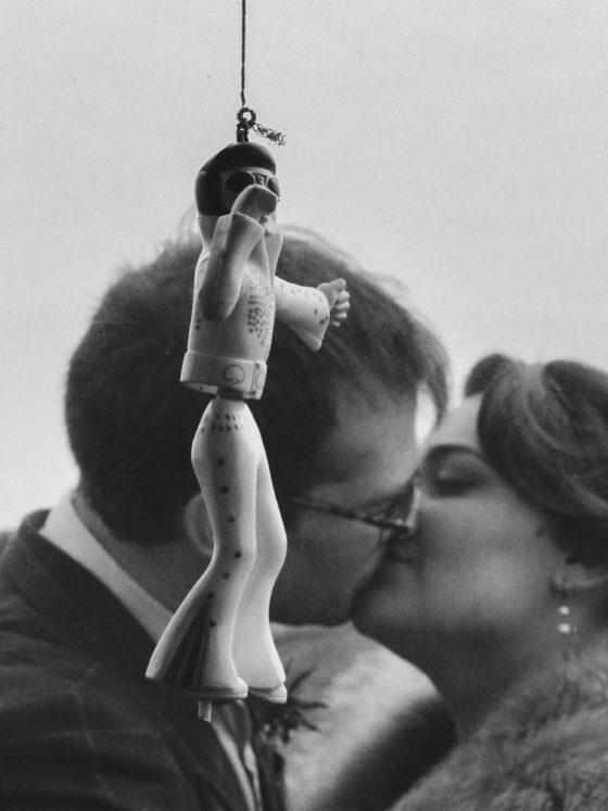 Baiser mariées Elvis King Mariage 50s Domaine Mauvoisin Lommoye