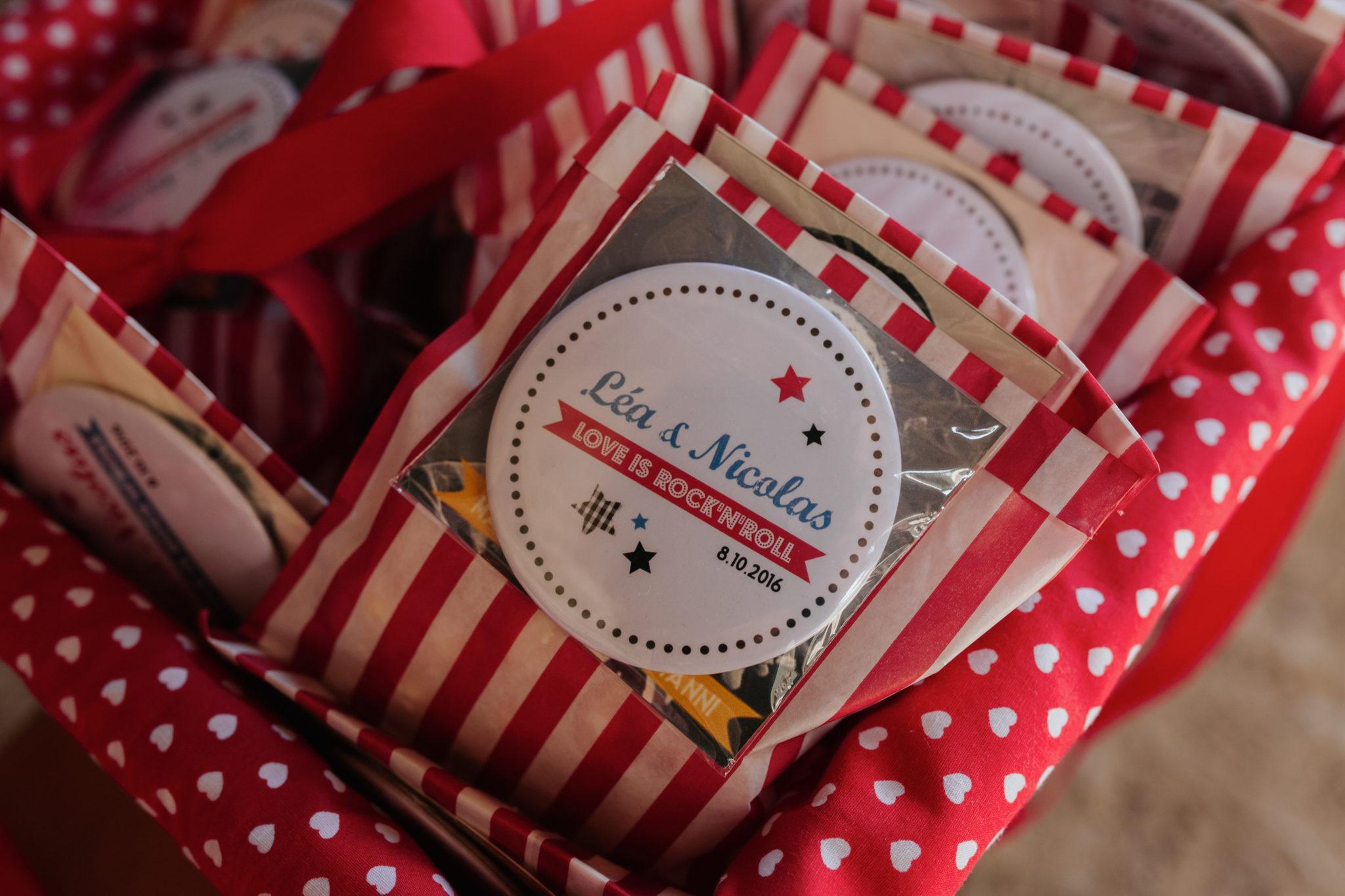 Pochette cadeau invité rouge blanc Mariage 50s Domaine Mauvoisin Lommoye
