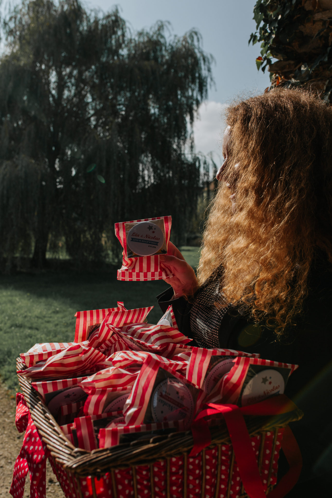 Pochette cadeau invité rayures rouge blanc panier ouvreuse Mariage 50s Domaine Mauvoisin Lommoye
