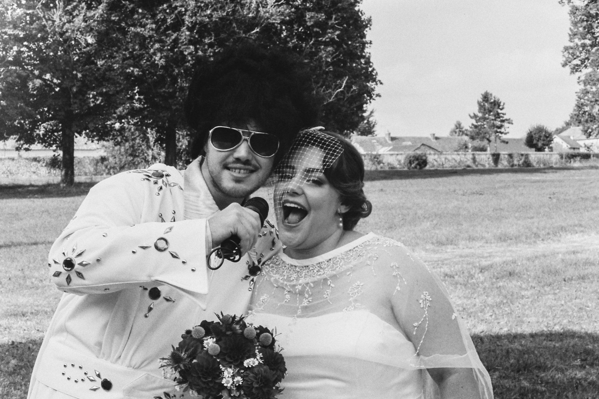 Portrait mariée officiant Elvis King Mariage 50s Domaine Mauvoisin Lommoye
