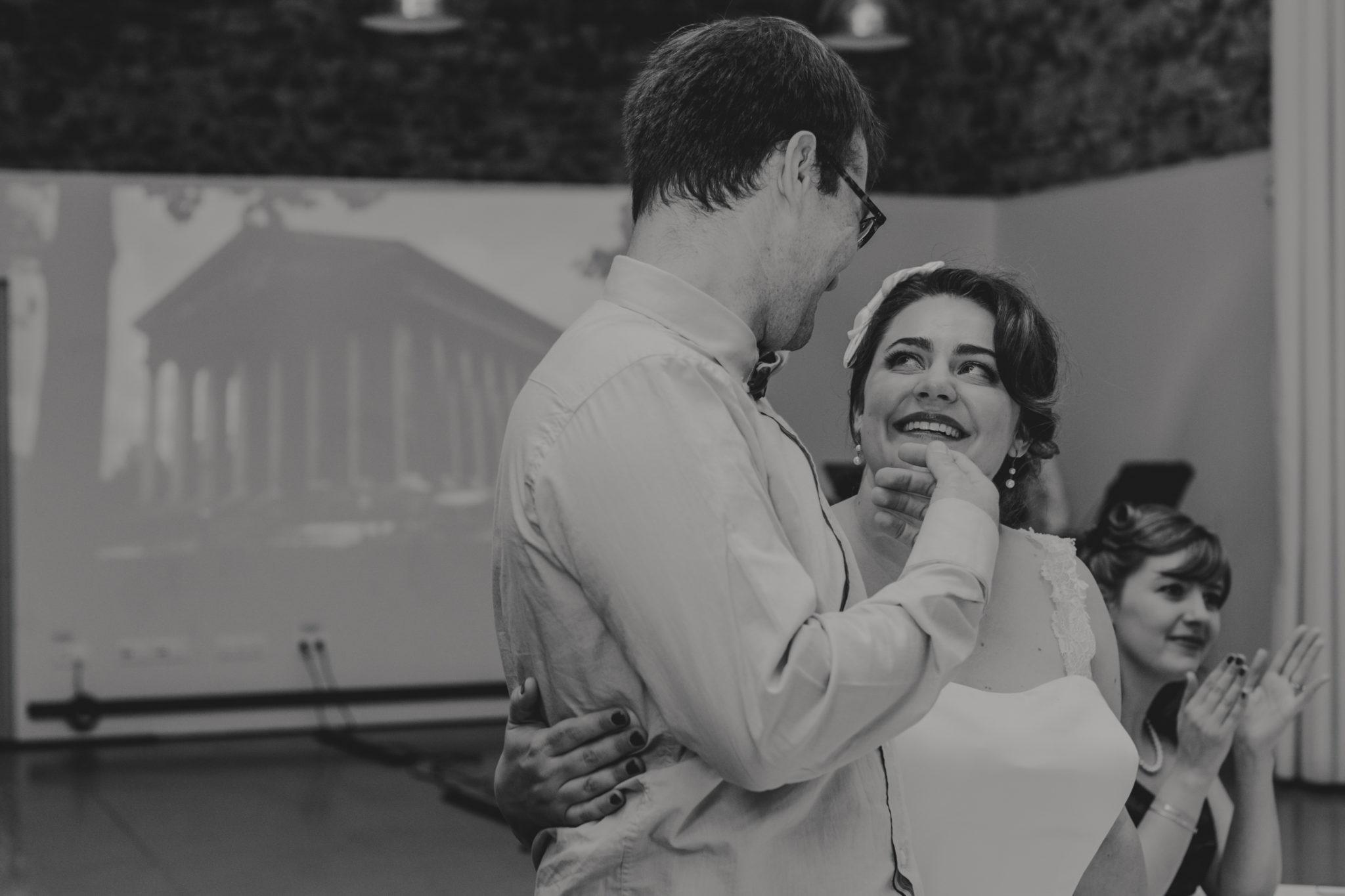 Entrée mariés Mariage 50s Domaine Mauvoisin Lommoye