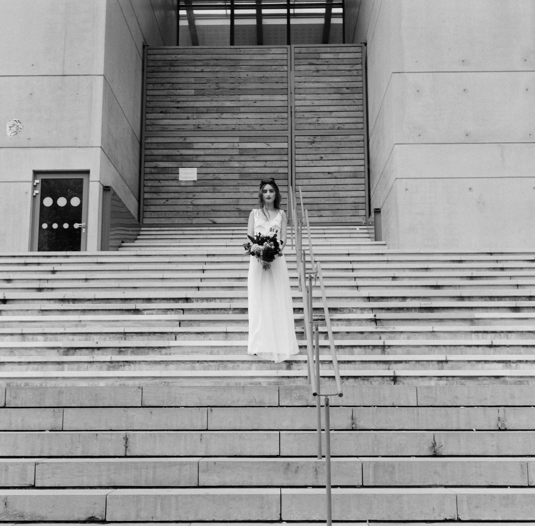 Le Wedding Urban Brides robe L'amoureuse by Ingrid Fey bandeau jennifer Behr chez Suzanne Ceremony Presqu'îleCaen