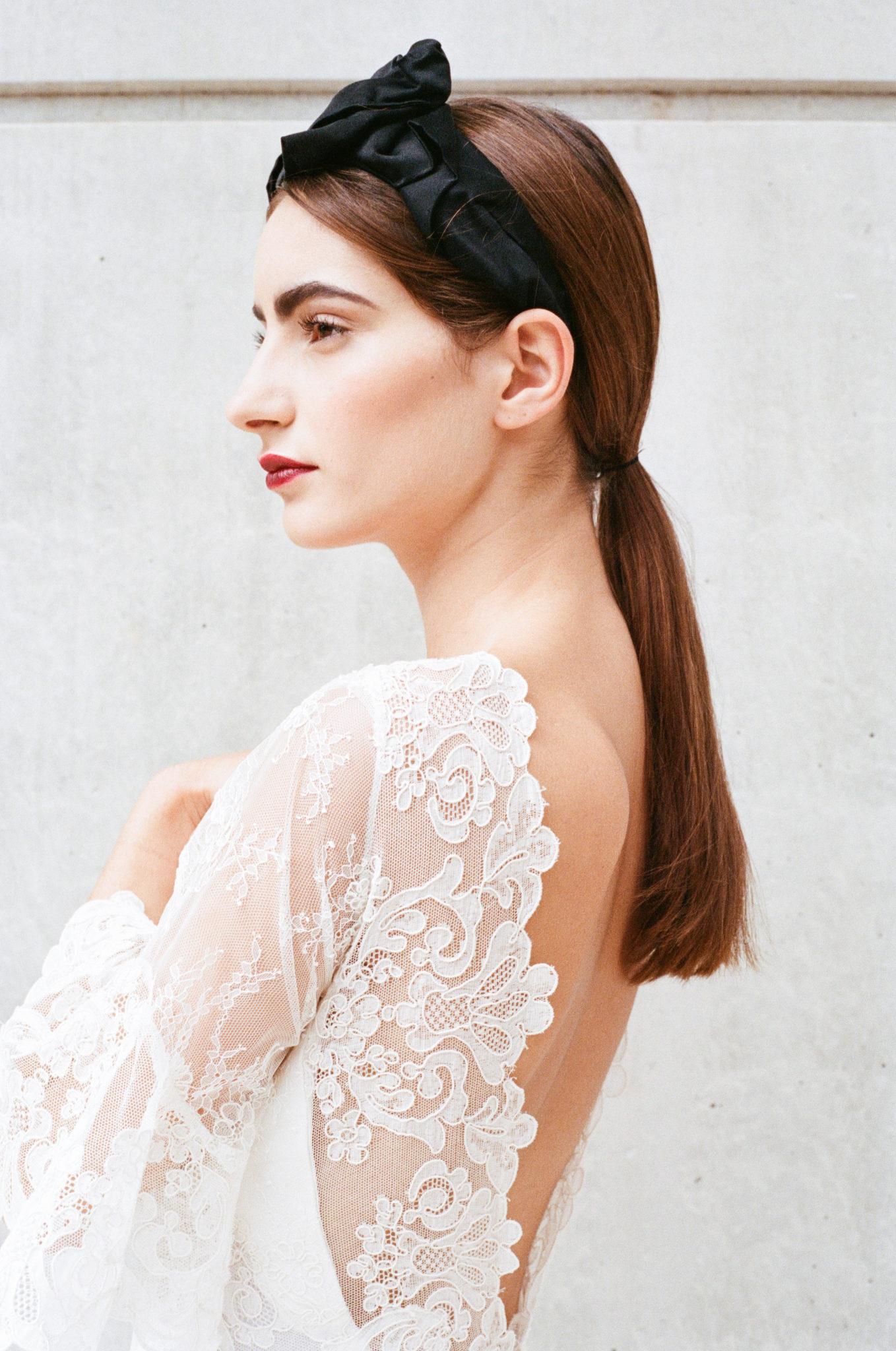 Le Wedding Urban Brides robe Caroline Takvorian bandeau jennifer Behr chez Suzanne Ceremony Presqu'îleCaen