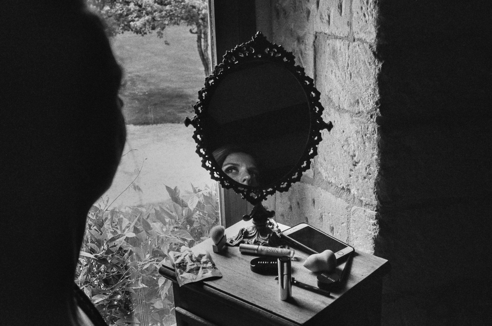 Maquillage mariée Grange d'Espins film argentique noir et blanc