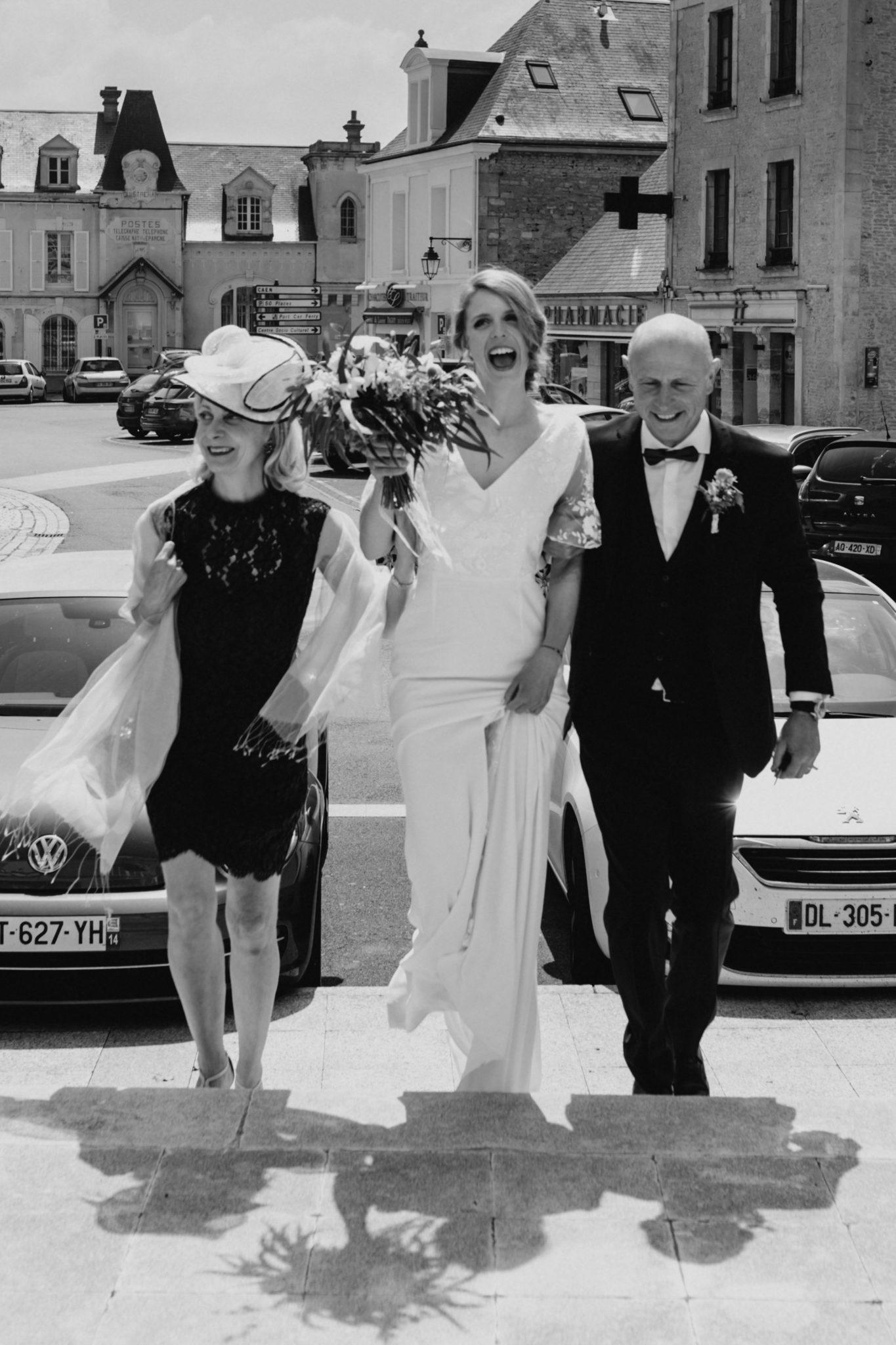 Arrivée dela mariée et ses parents mairie de Ouistreham