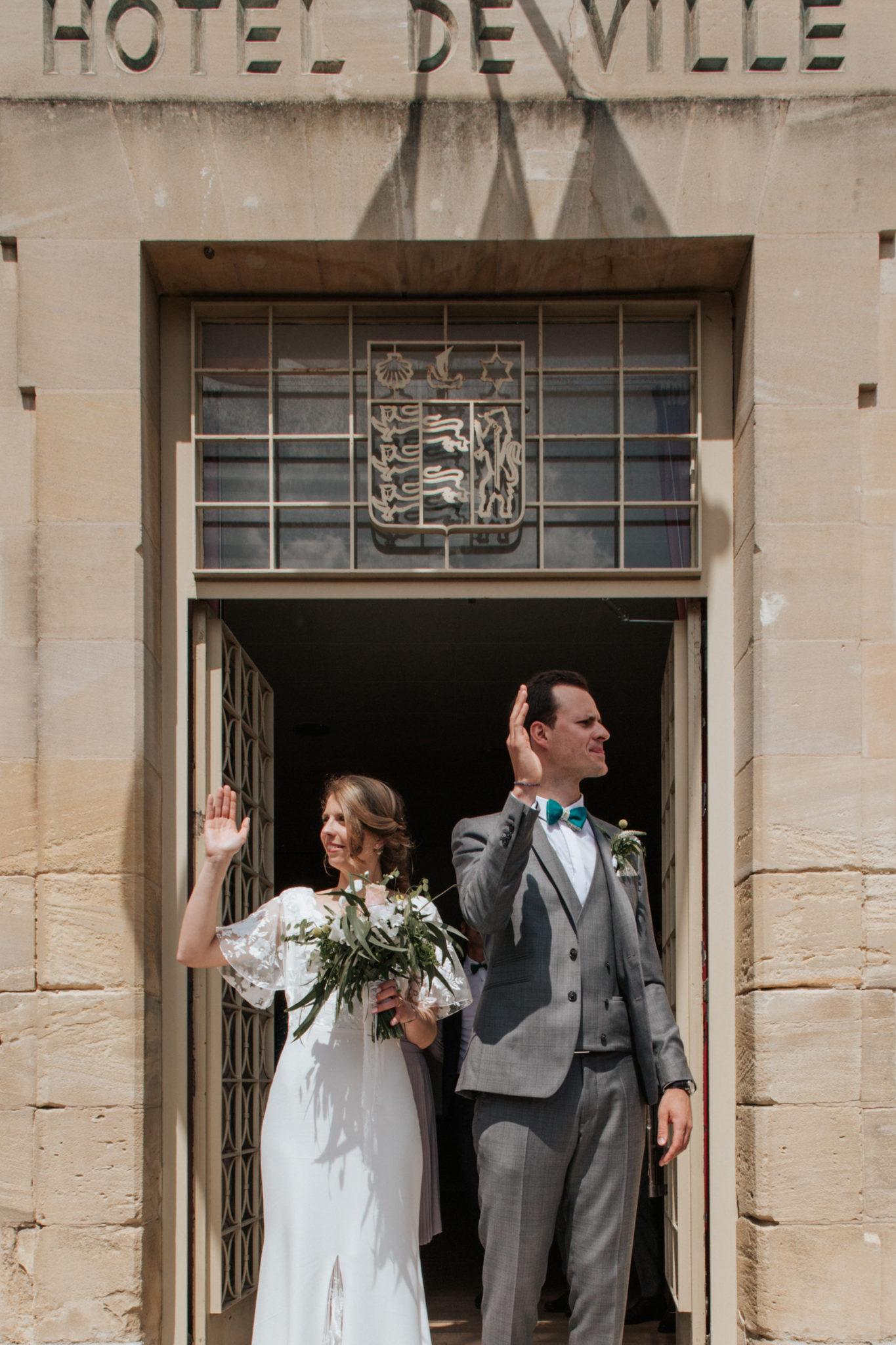 Sortie des mariés mairie de Ouistreham