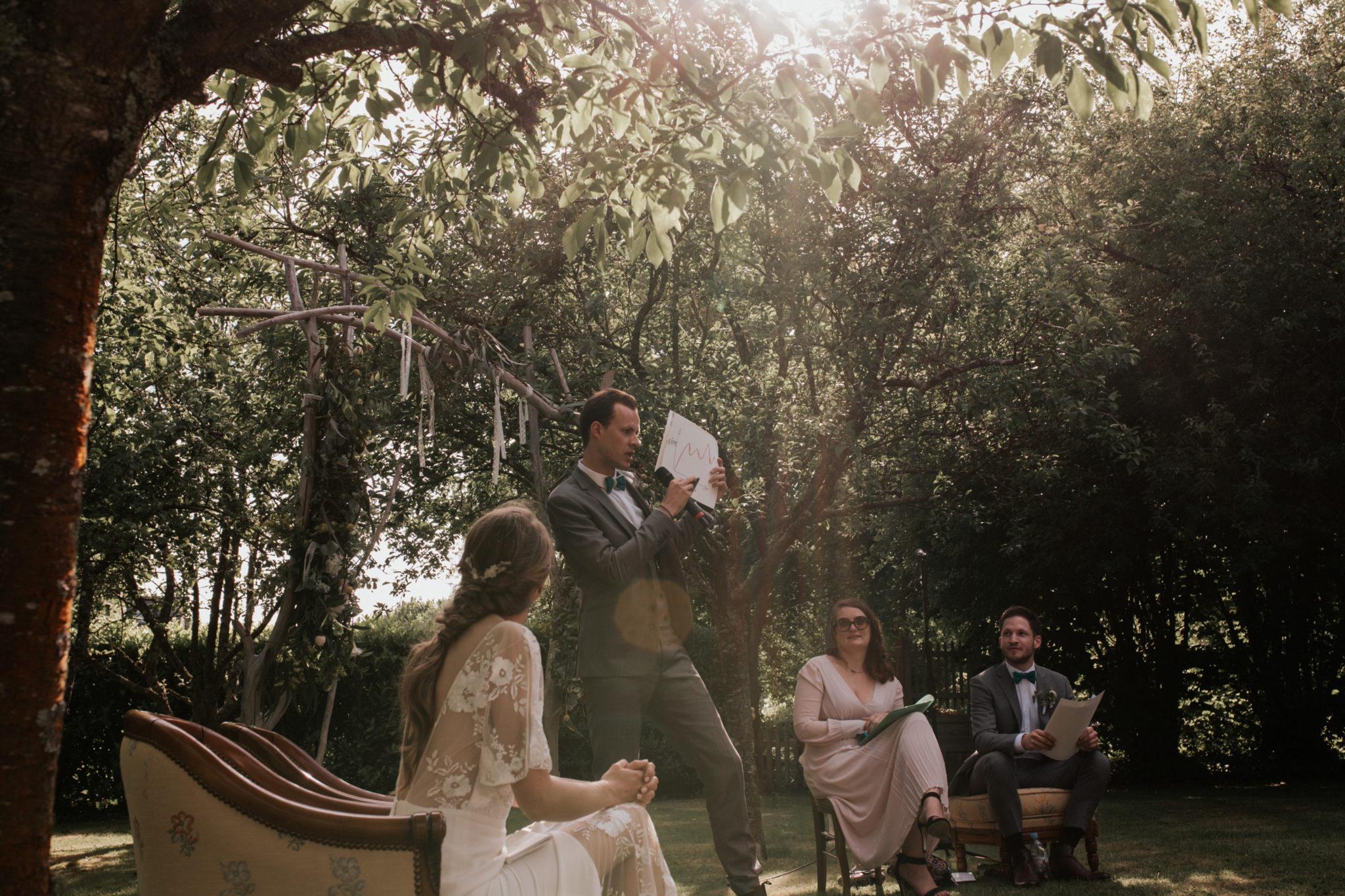 Mariés cérémonie laïque verger jardin grange d'Espins