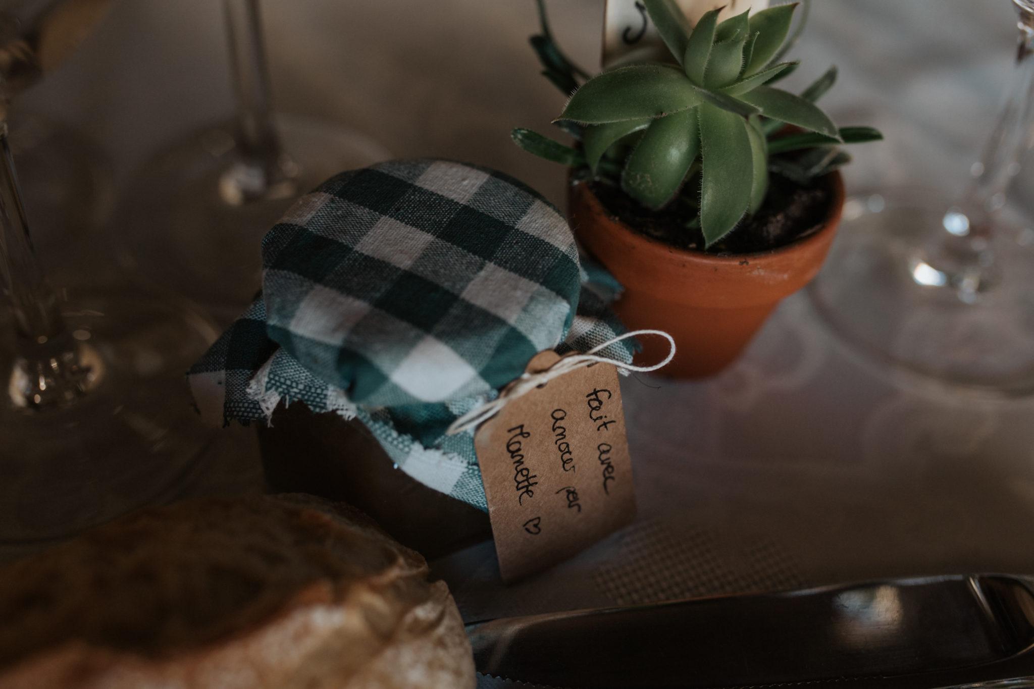 Cadeau invité confiture maison décoration table Grange d'Espins