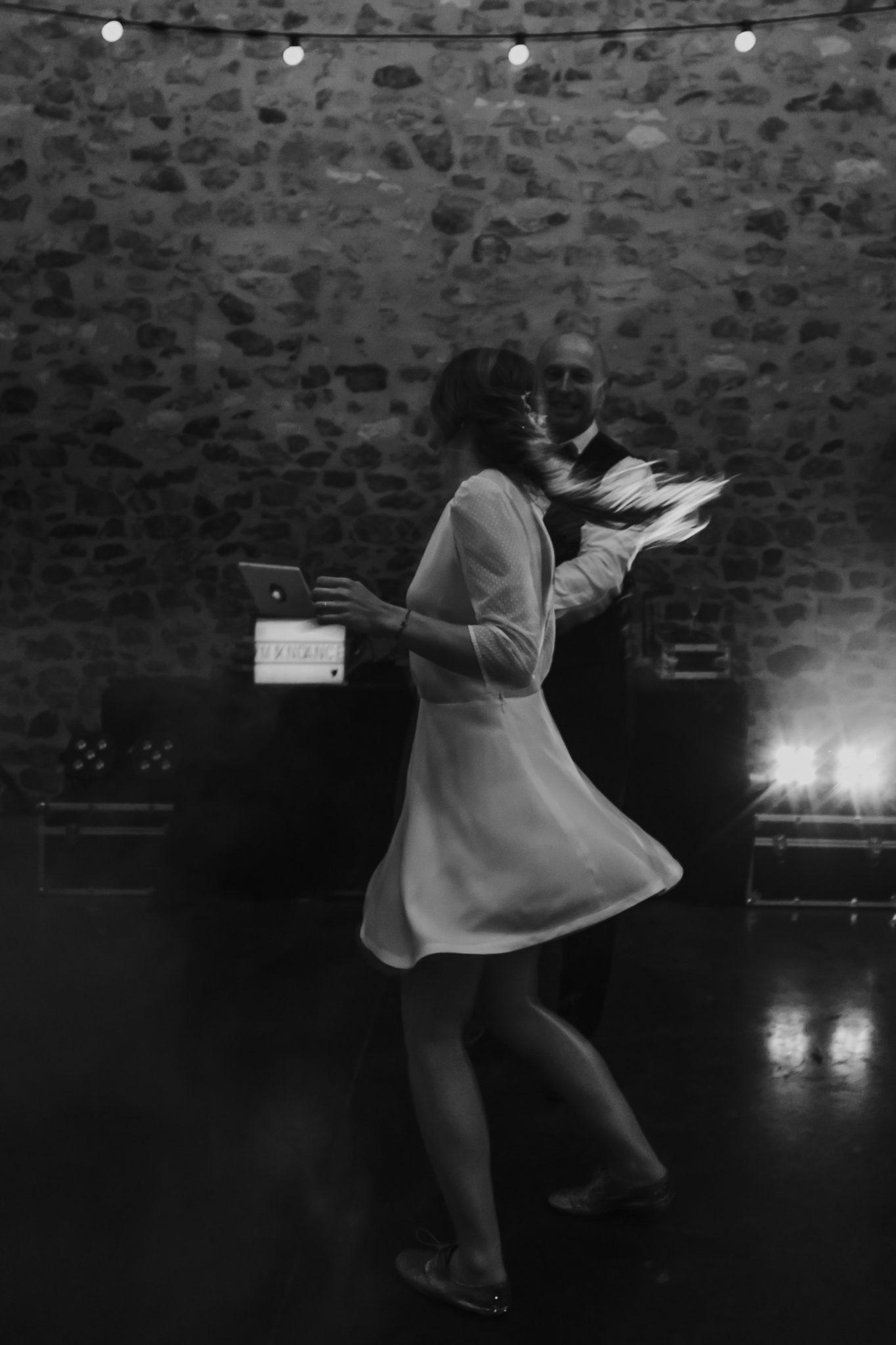 Ouverture bal mariée et son père danse rock soirée Grange d'Espins