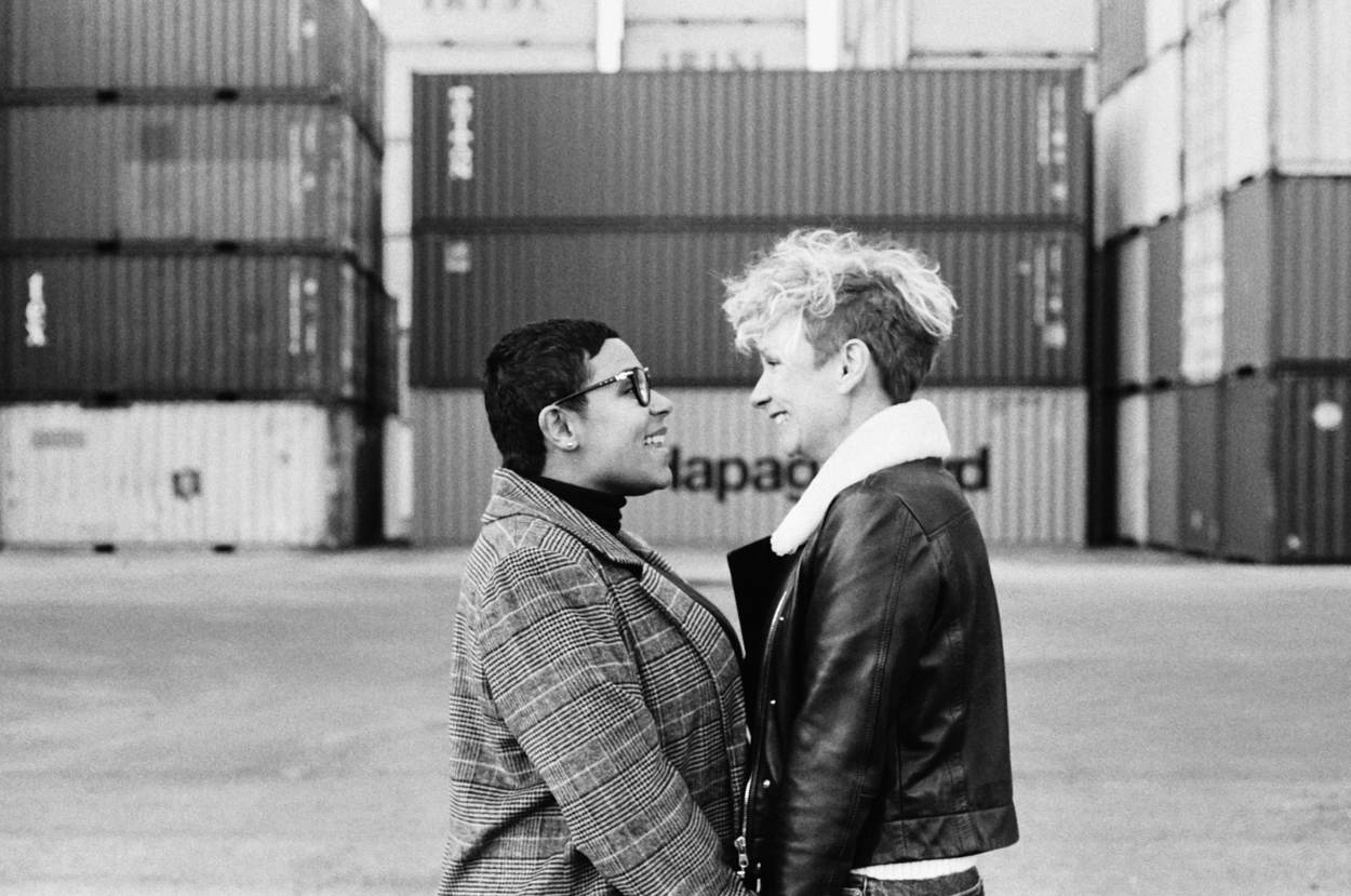 Séance grossesse et couple entrepôt containers le Havre