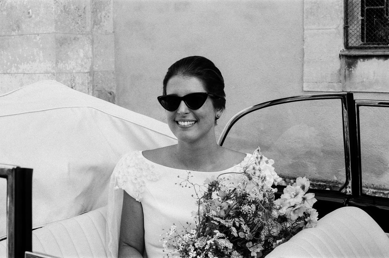 mariés lunette soleil coccinelle vw décapotable église notre dame estrees pays auge normandie