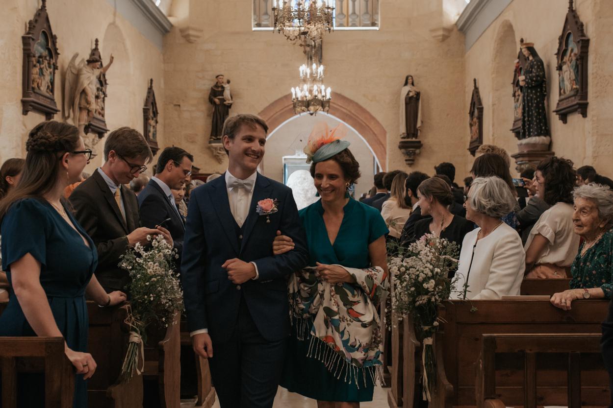 entrée marié et mère église notre dame estrées pays auge normandie