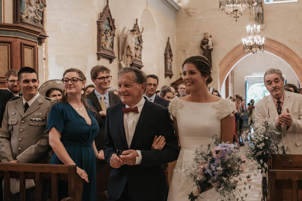 entrée mariée et père église notre dame estrées pays auge normandie