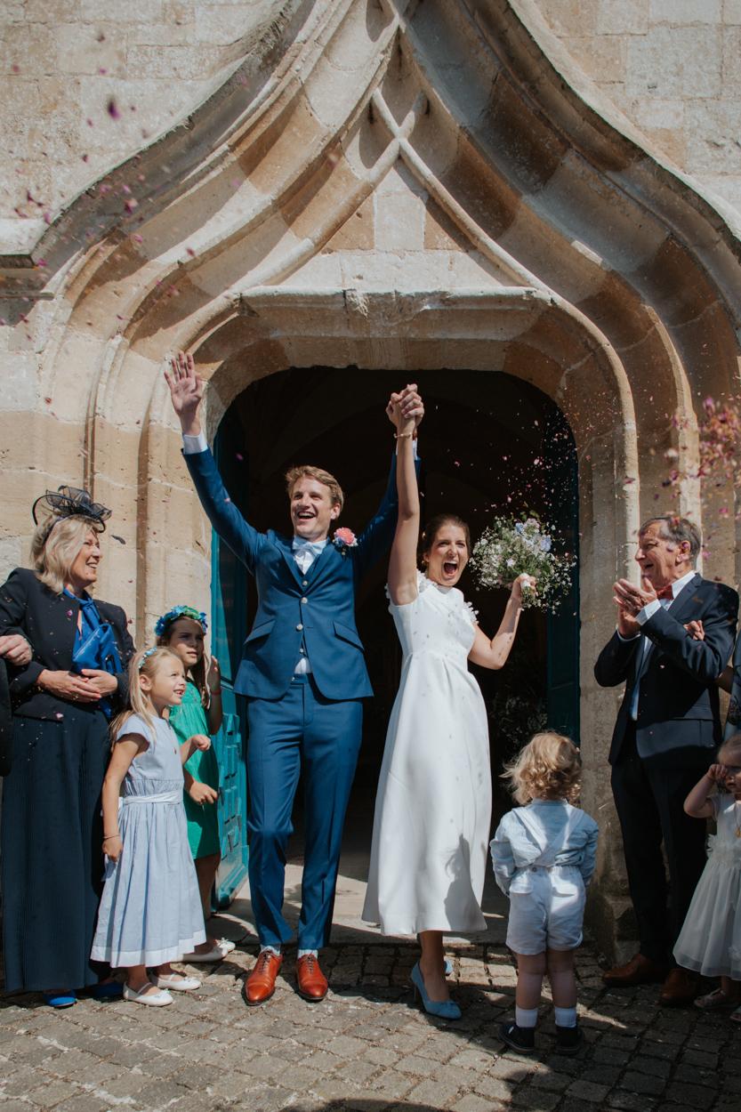 sortie mariés pétales fleurs église notre dame estrées pays auge normandie