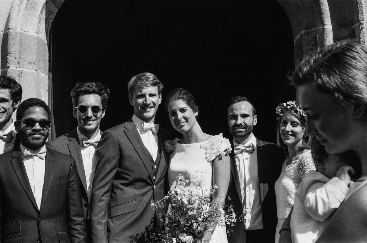mariés et témoins église notre dame estrées pays auge normandie